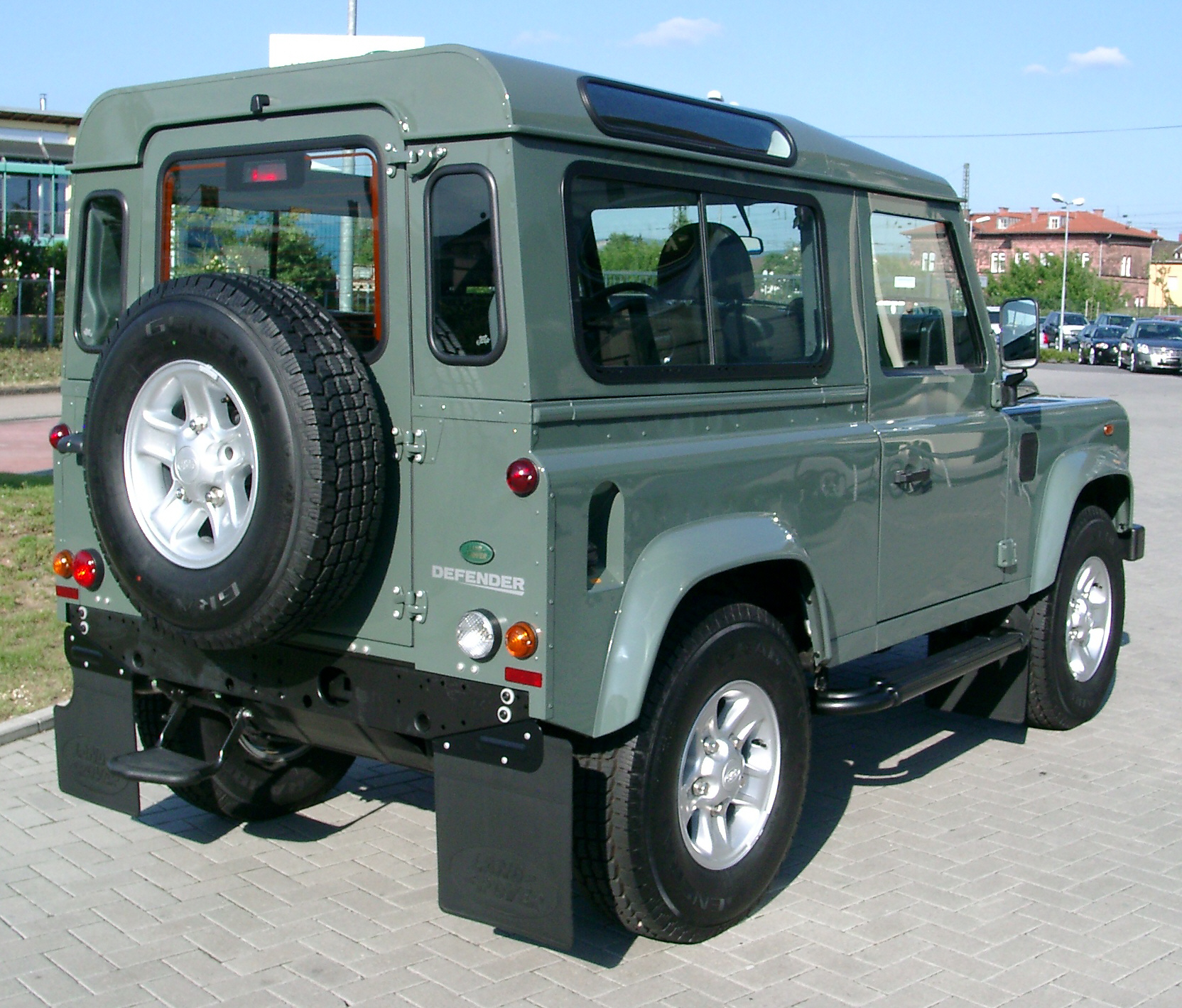 File:Land Rover Defender Rear 20070518.jpg