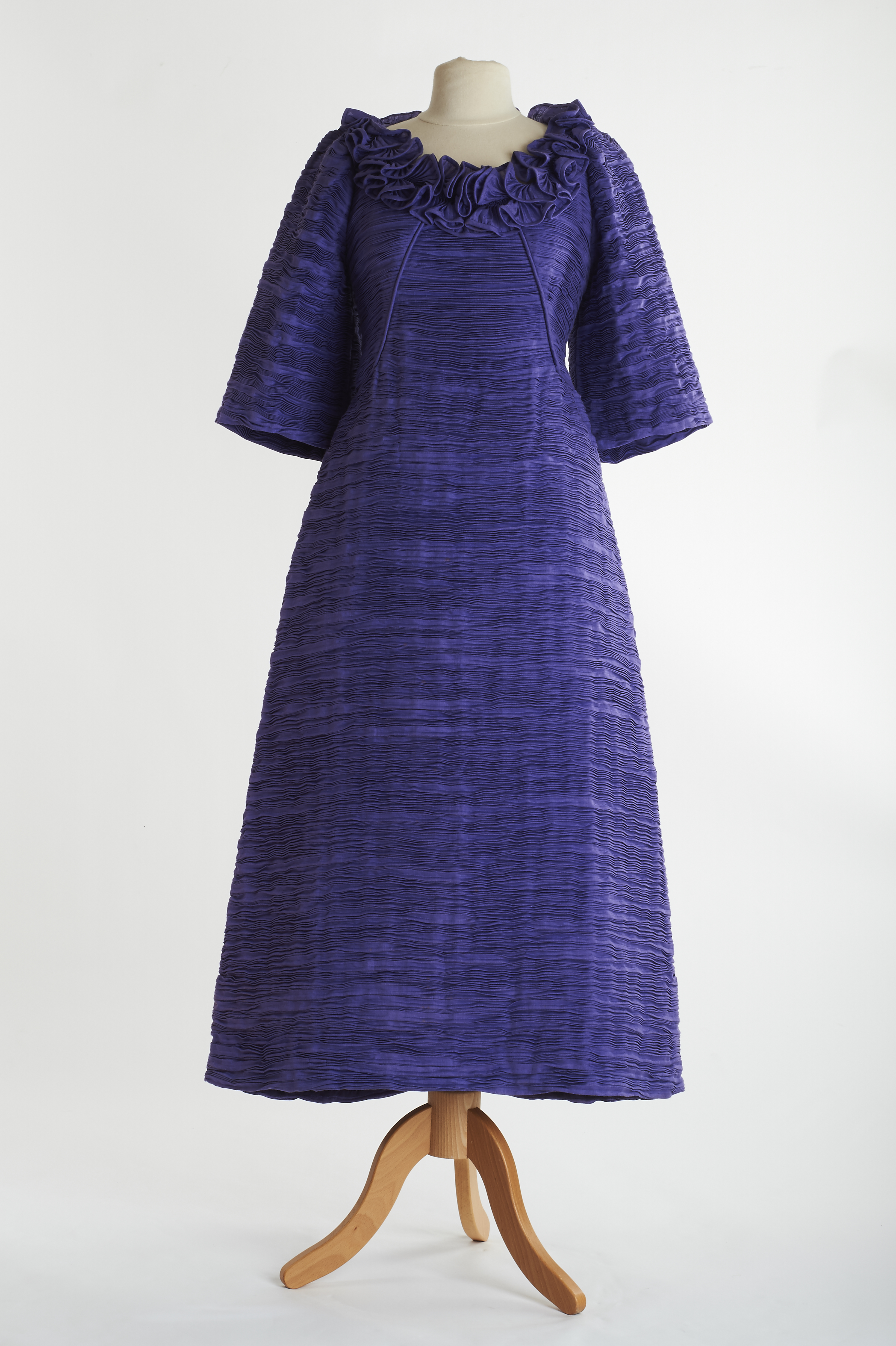 File:Lavender evening gown by Sybil Connolly.jpg - Wikimedia Commons