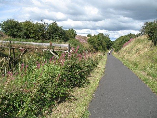Lochwinnoch Loop cycle path - geograph.org.uk - 1443366