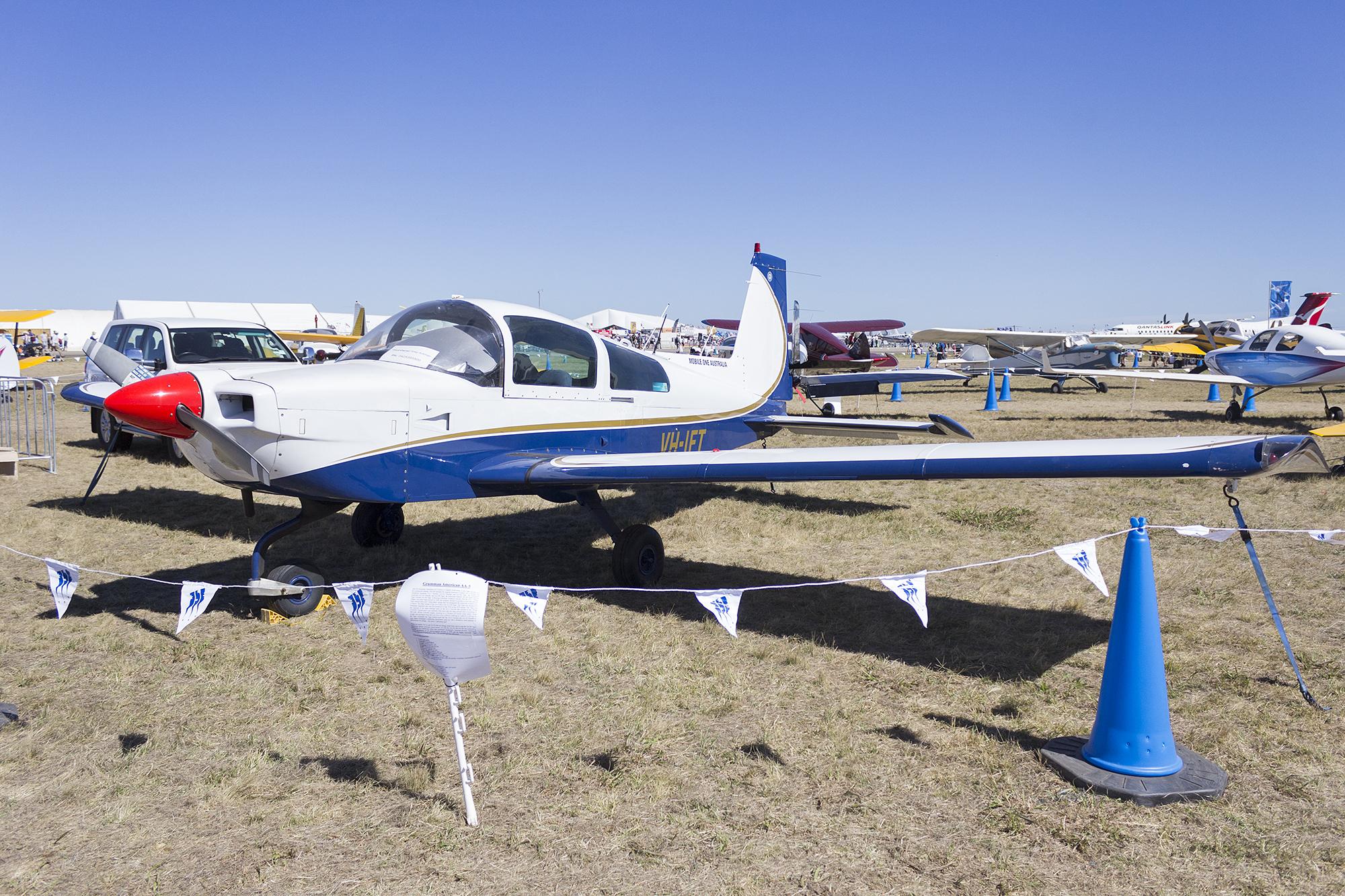 File:Mobile One Australia (VH-IFT) Grumman American AA-5B Tiger at