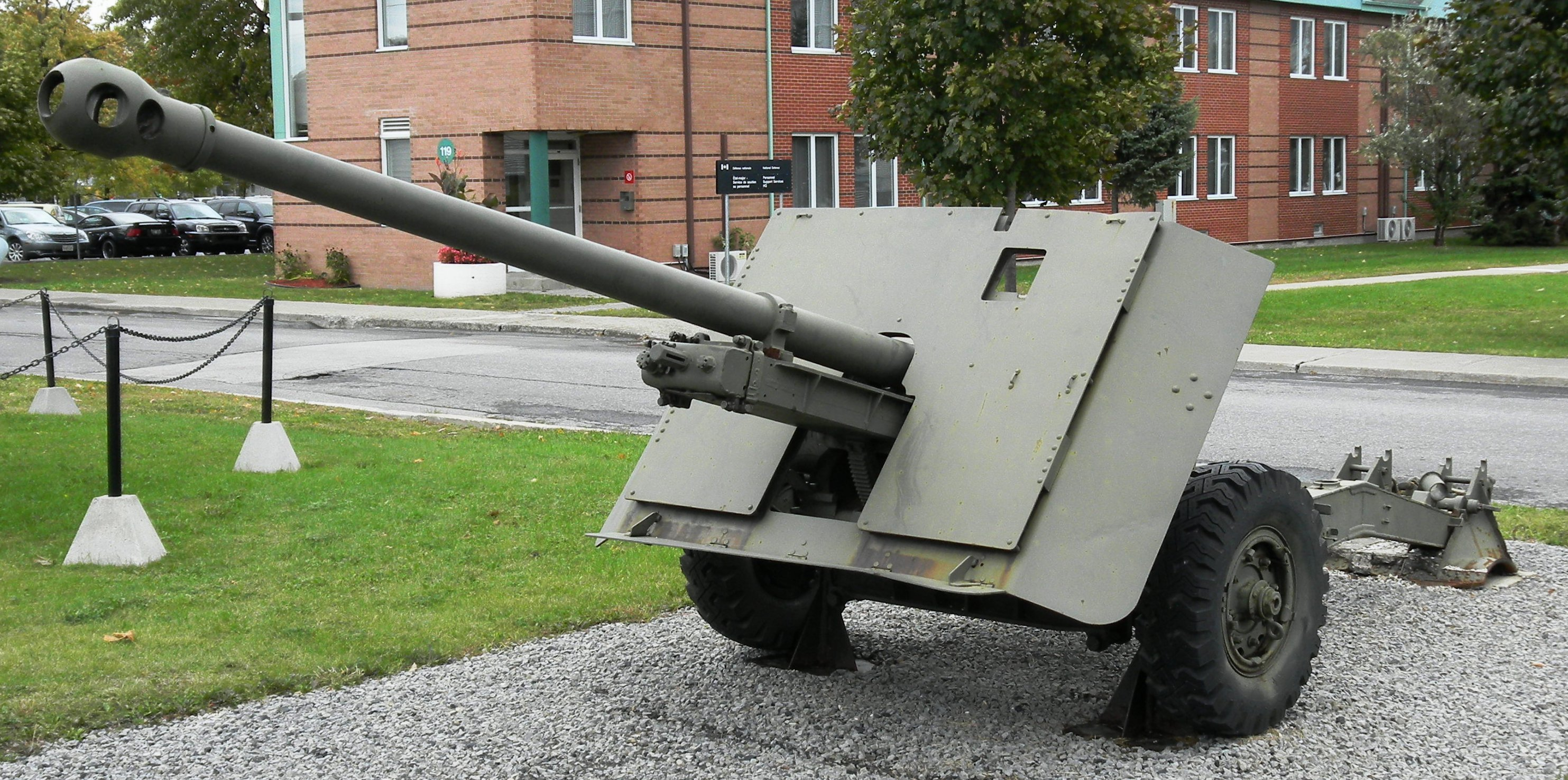 German 50 Mm Anti Tank Gun: File:Ordnance QF 17-pdr, RCOC Museum, Montreal, Quebec, 1