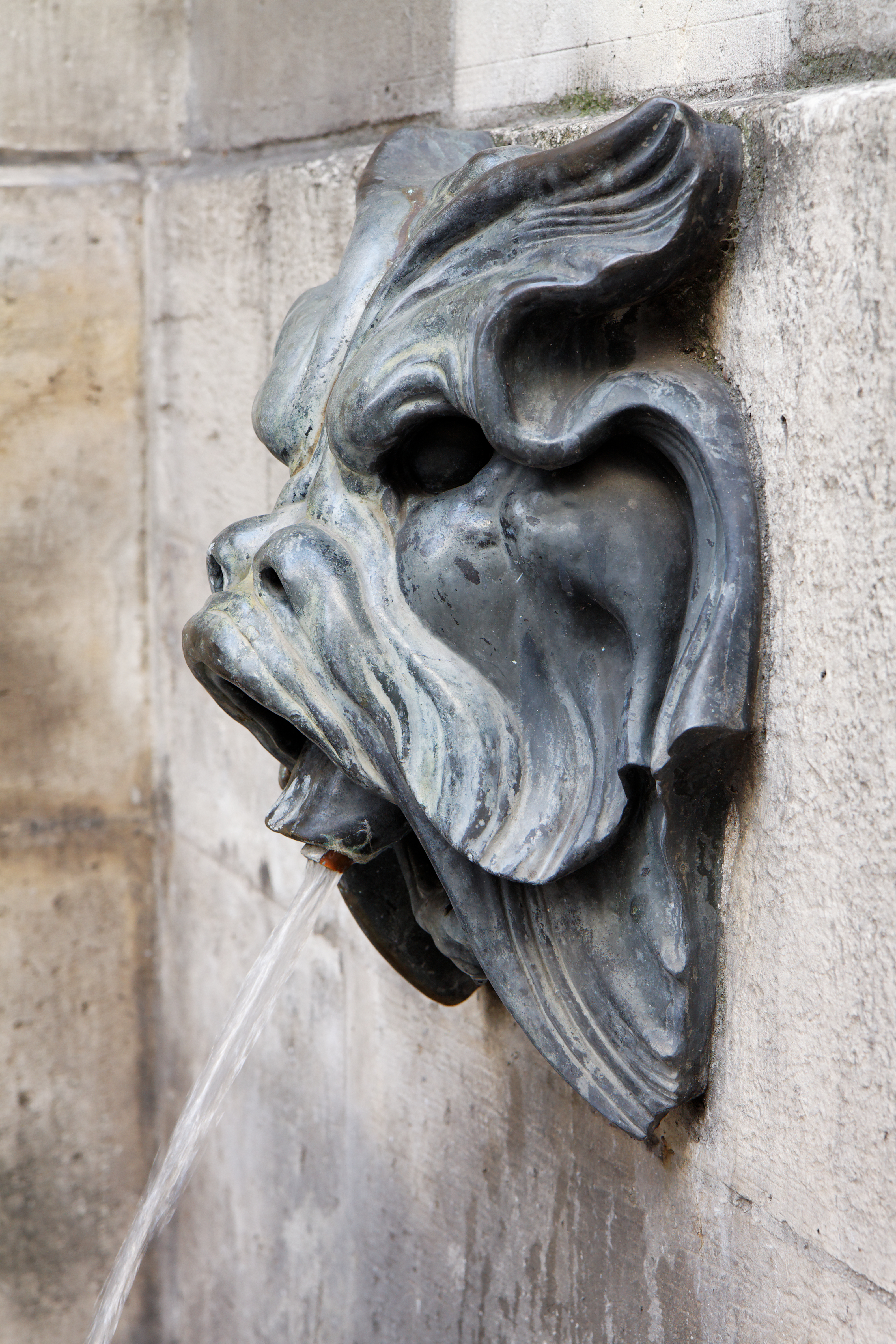 https://upload.wikimedia.org/wikipedia/commons/e/e0/Paris_-_Fontaine_des_Quatre-Saisons_-_59_rue_de_Grenelle_-_008.jpg