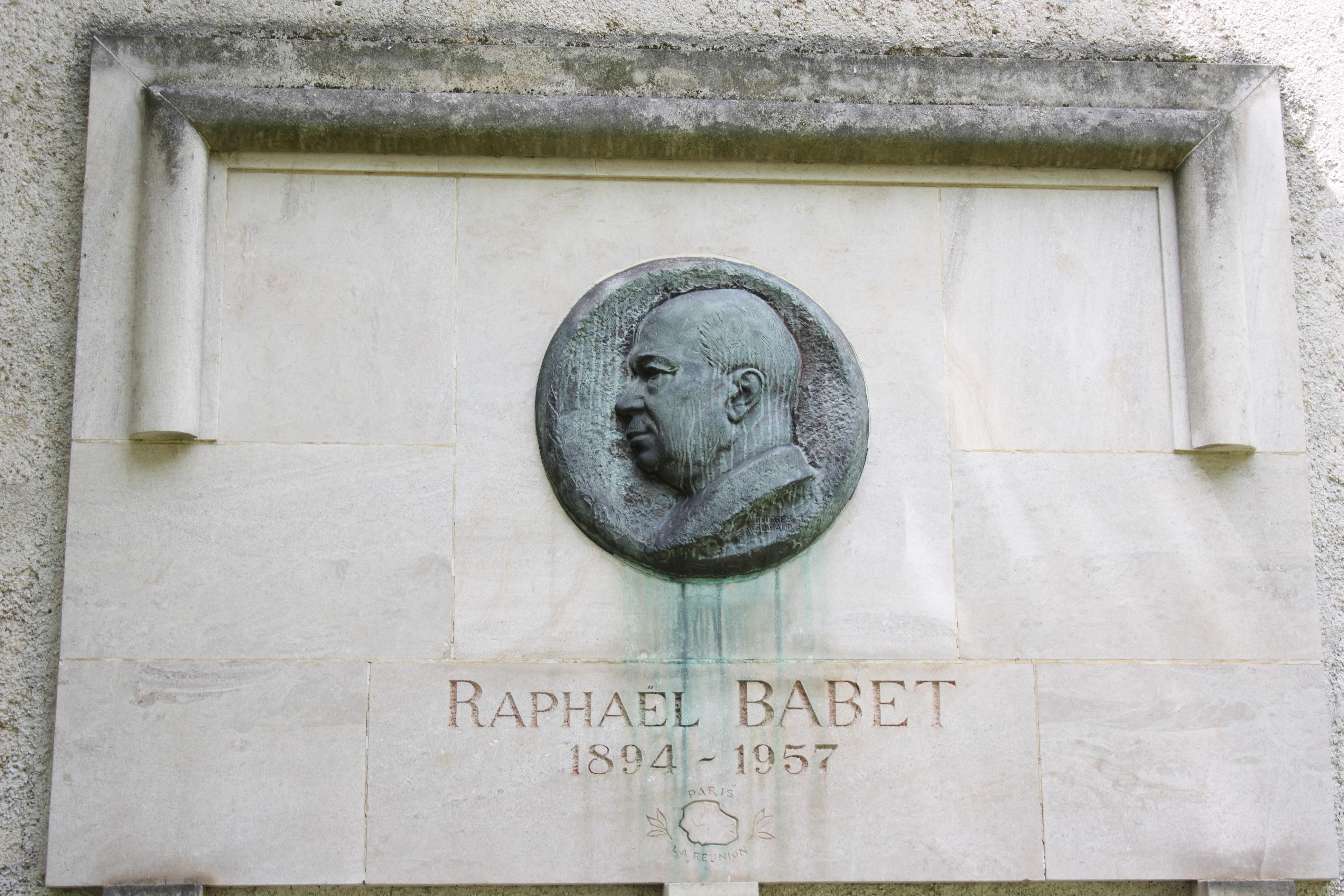 https://upload.wikimedia.org/wikipedia/commons/e/e0/Paris_Raphaël_Babet6780.JPG