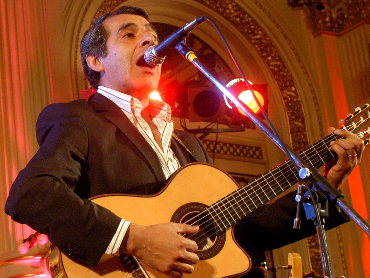Peteco Carbajal en un concierto en la Casa Rosada, Buenos Aires