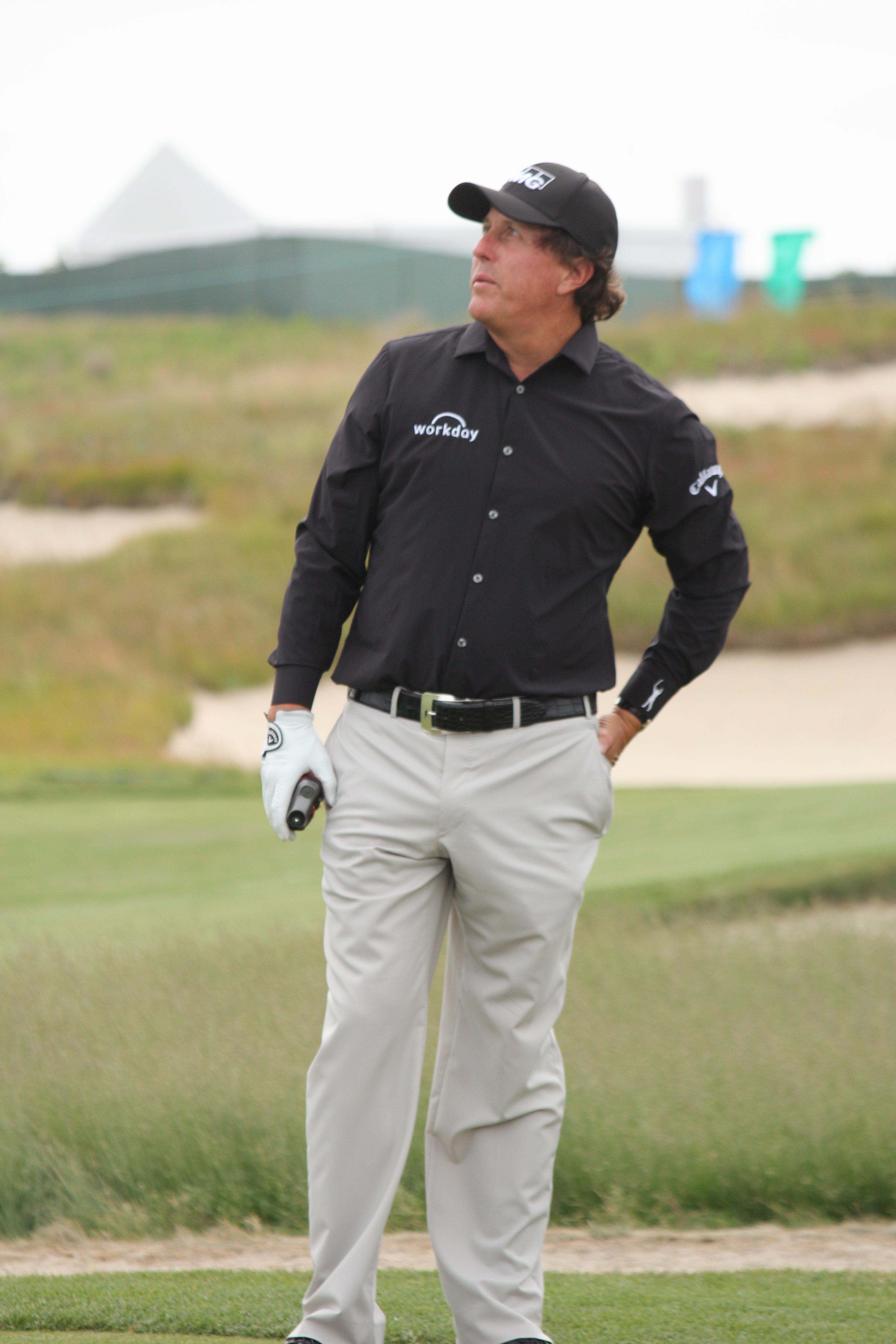 Photo de Phil Mickelson avec un hauteur de 191 cm et à l'age de 50 en 2020