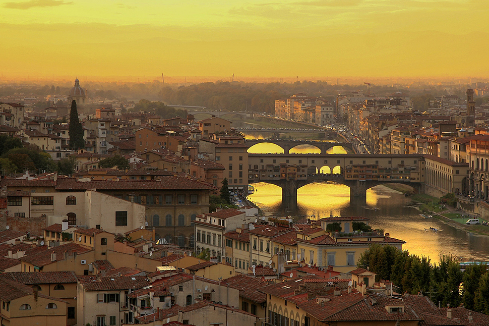 Description ponte vecchio at sunset