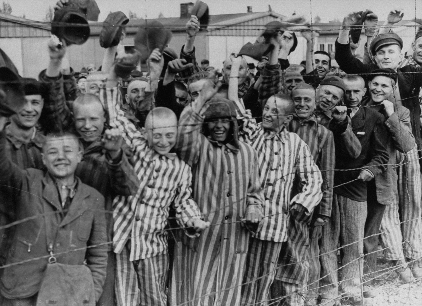 File:Prisoners liberation dachau.jpg