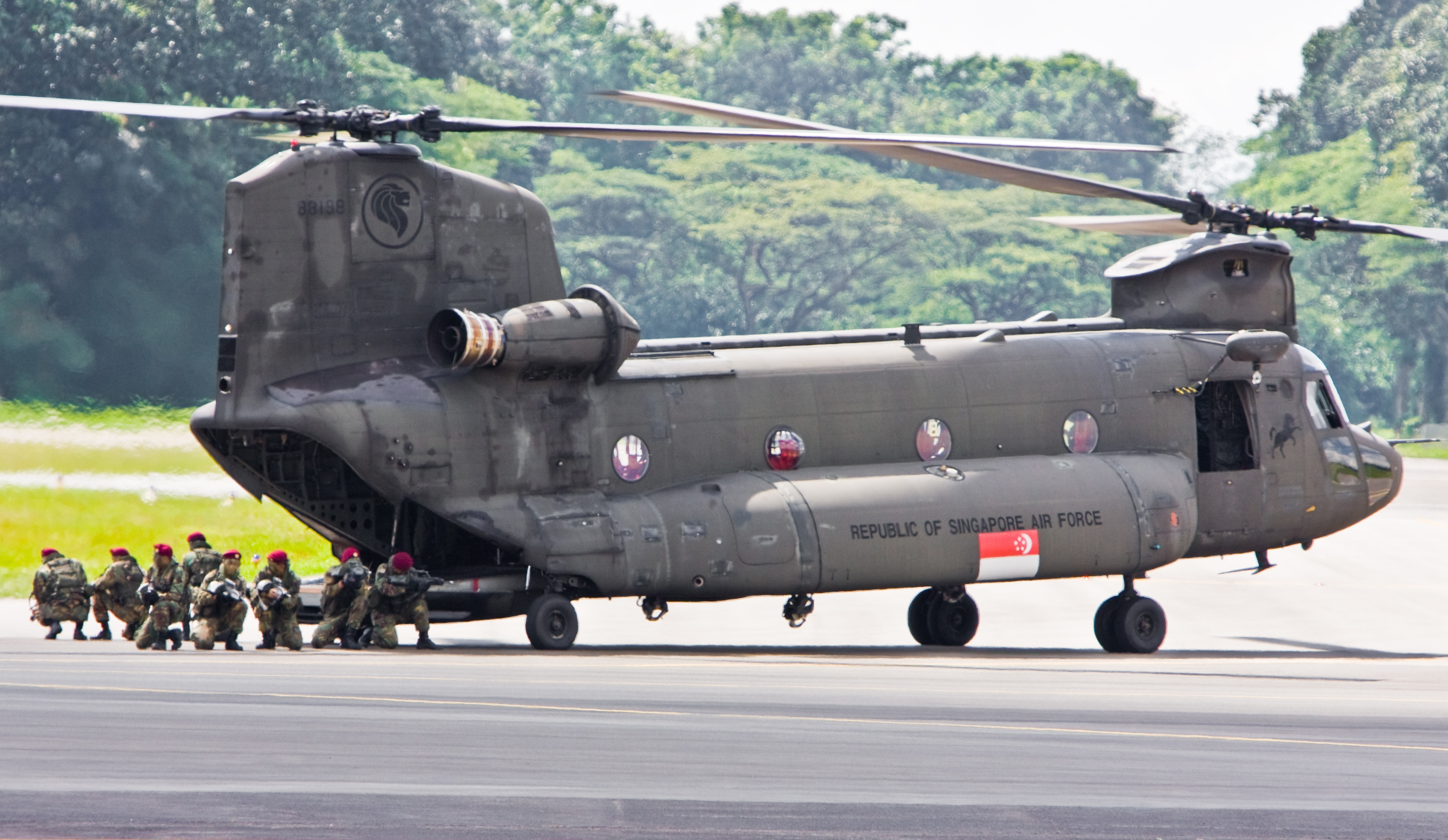 chinook helicopter interior with File Rsaf Open House 2008 Chinook on 6752206021 besides Question Many Apache Helicopters Can C 5 Hold Answer Inside additionally Mil Mi 24 together with Raf7b12 as well Mil Mi 24 Hind Assault And Attack.