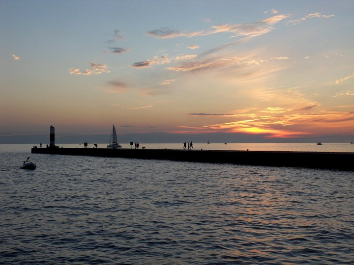 File:South Haven's pier (MI).jpg