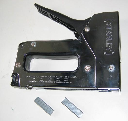 http://upload.wikimedia.org/wikipedia/commons/e/e0/Staple-gun.jpg