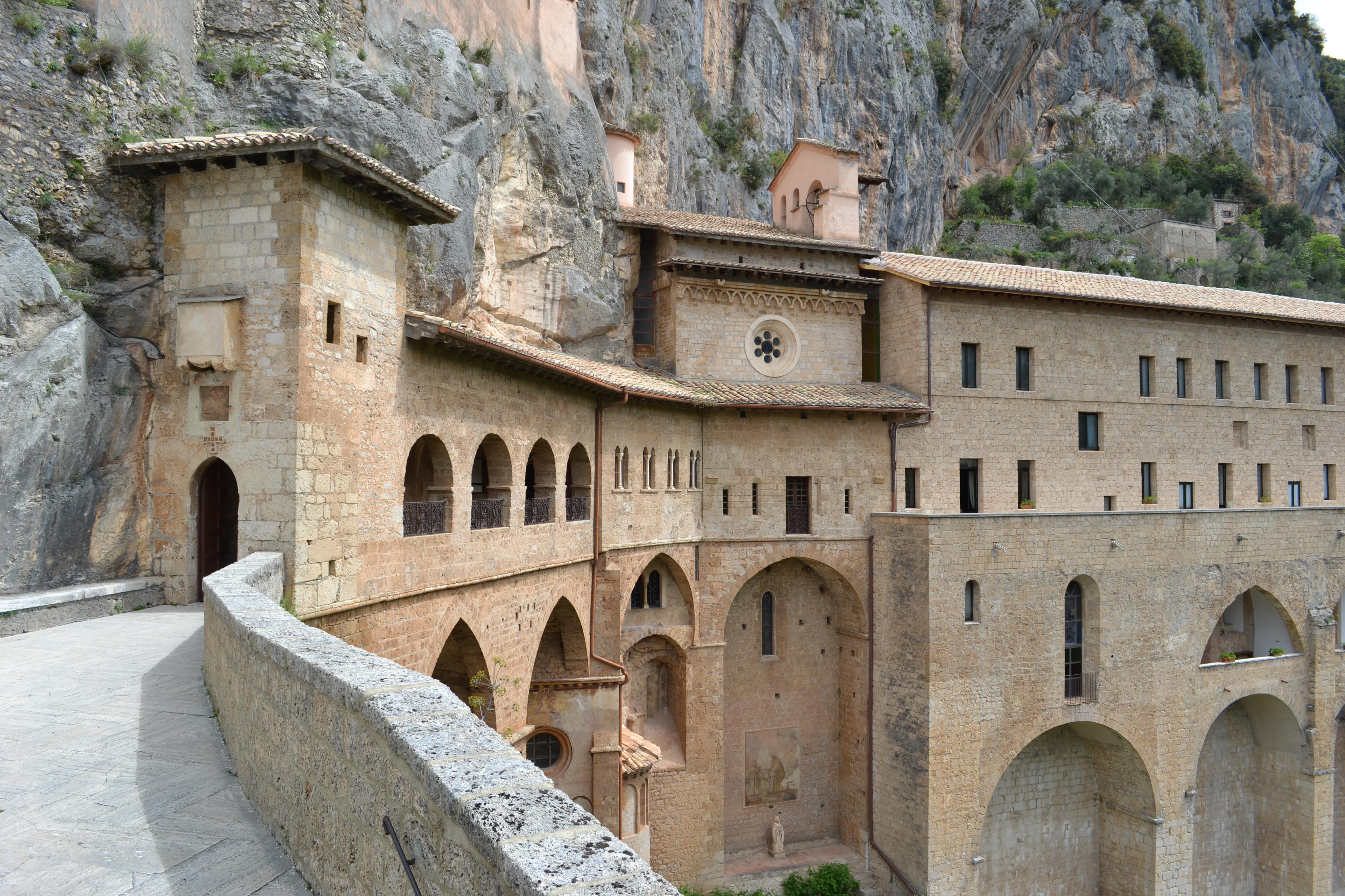 File:Subiaco - Il Sacro Speco di San Benedetto.jpg - Wikipedia