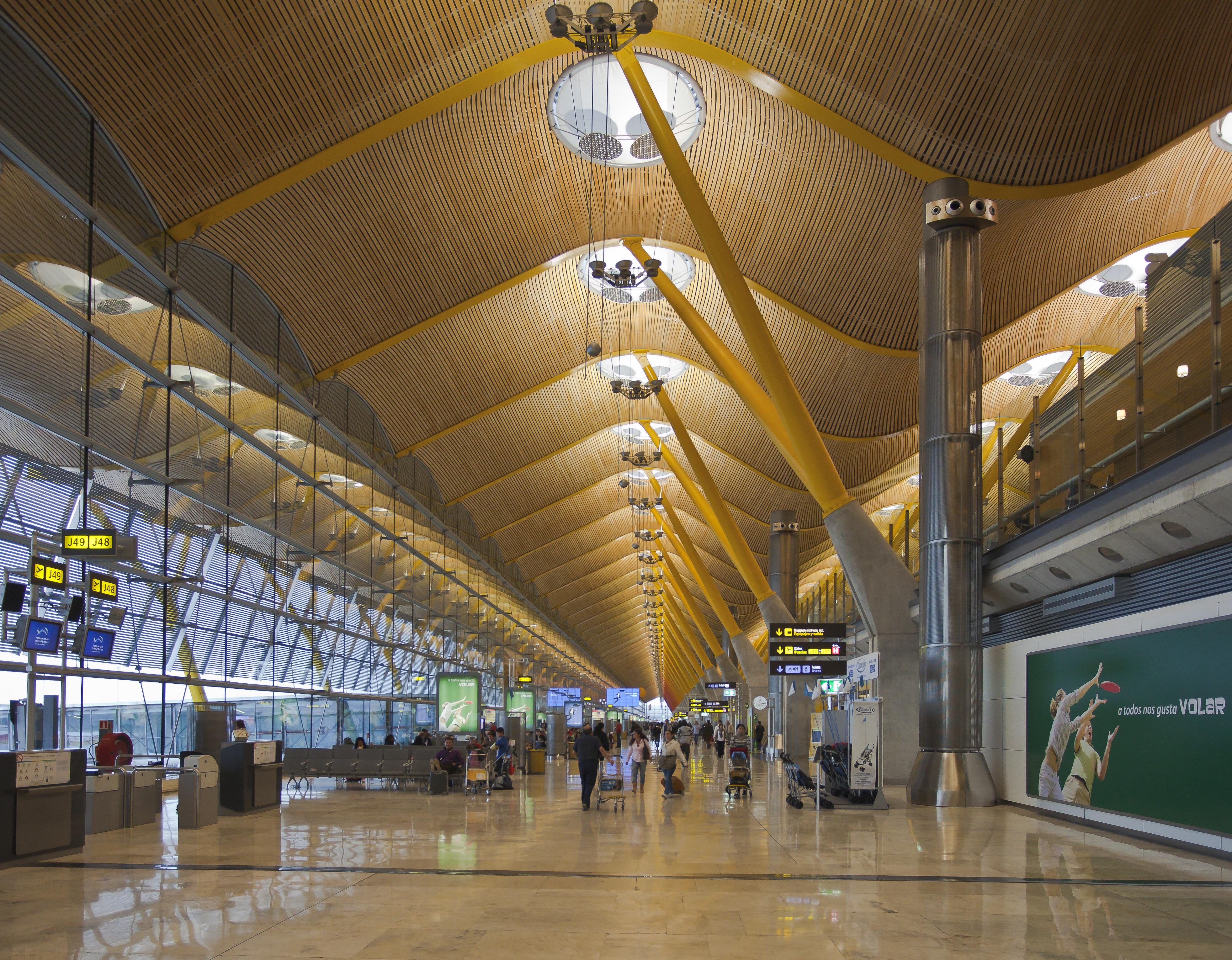 Interior do Terminal 4 (T4) do Aeroporto Internacional de Barajas