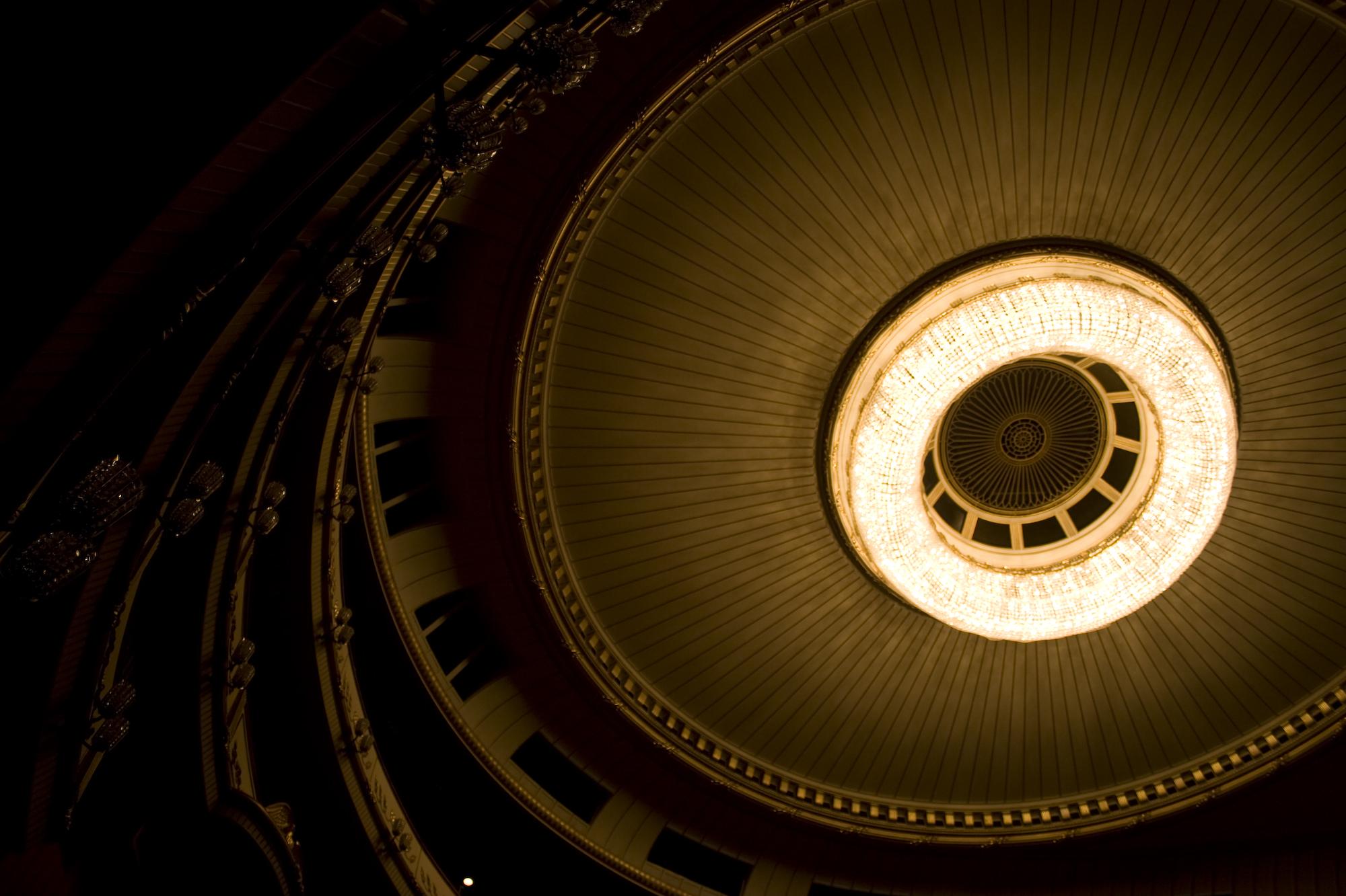 Filevienna state opera chandelierg wikipedia filevienna state opera chandelierg arubaitofo Images