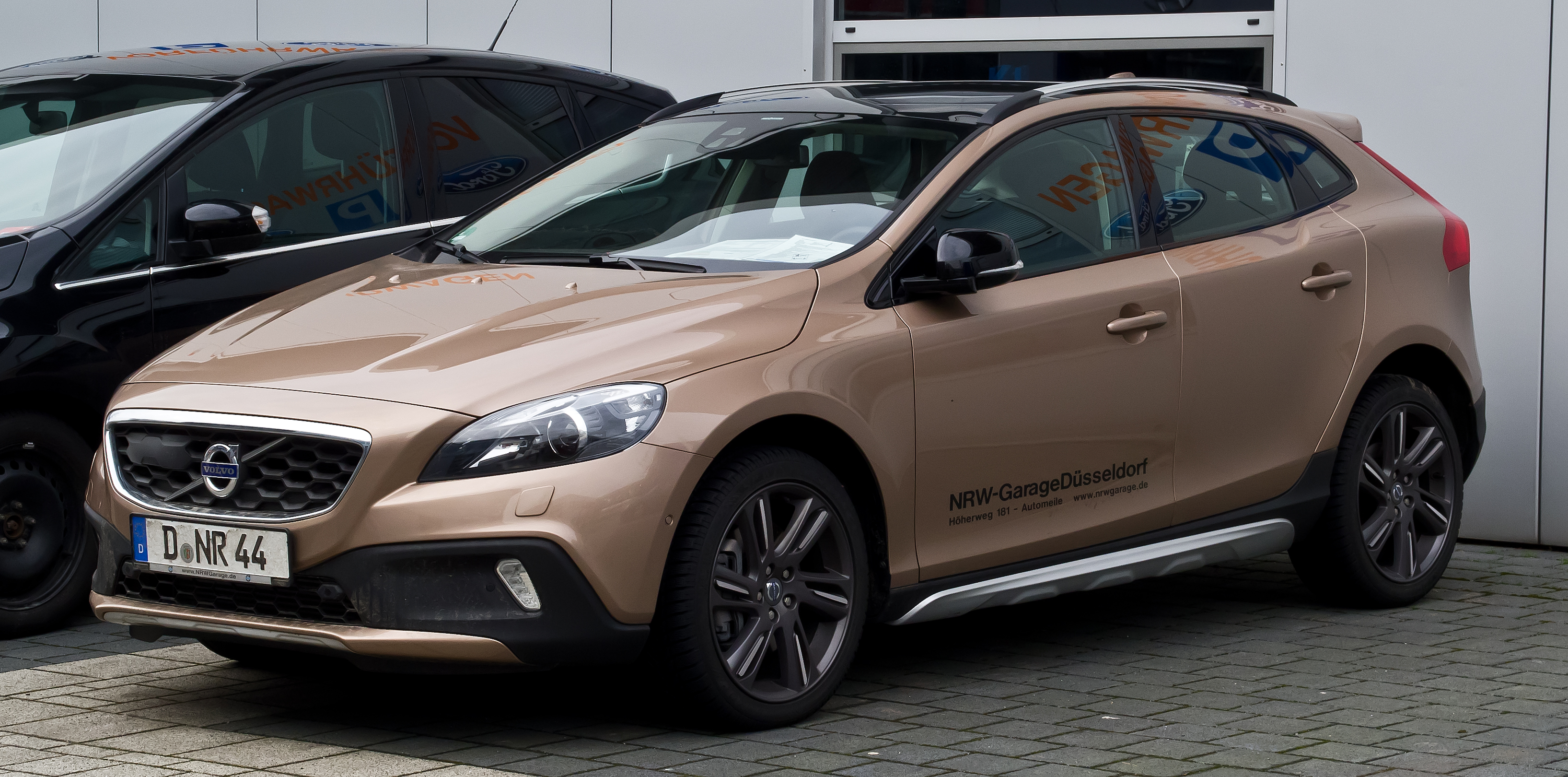 File:Volvo V40 Cross Country D4 Summum – Frontansicht, 11. Februar