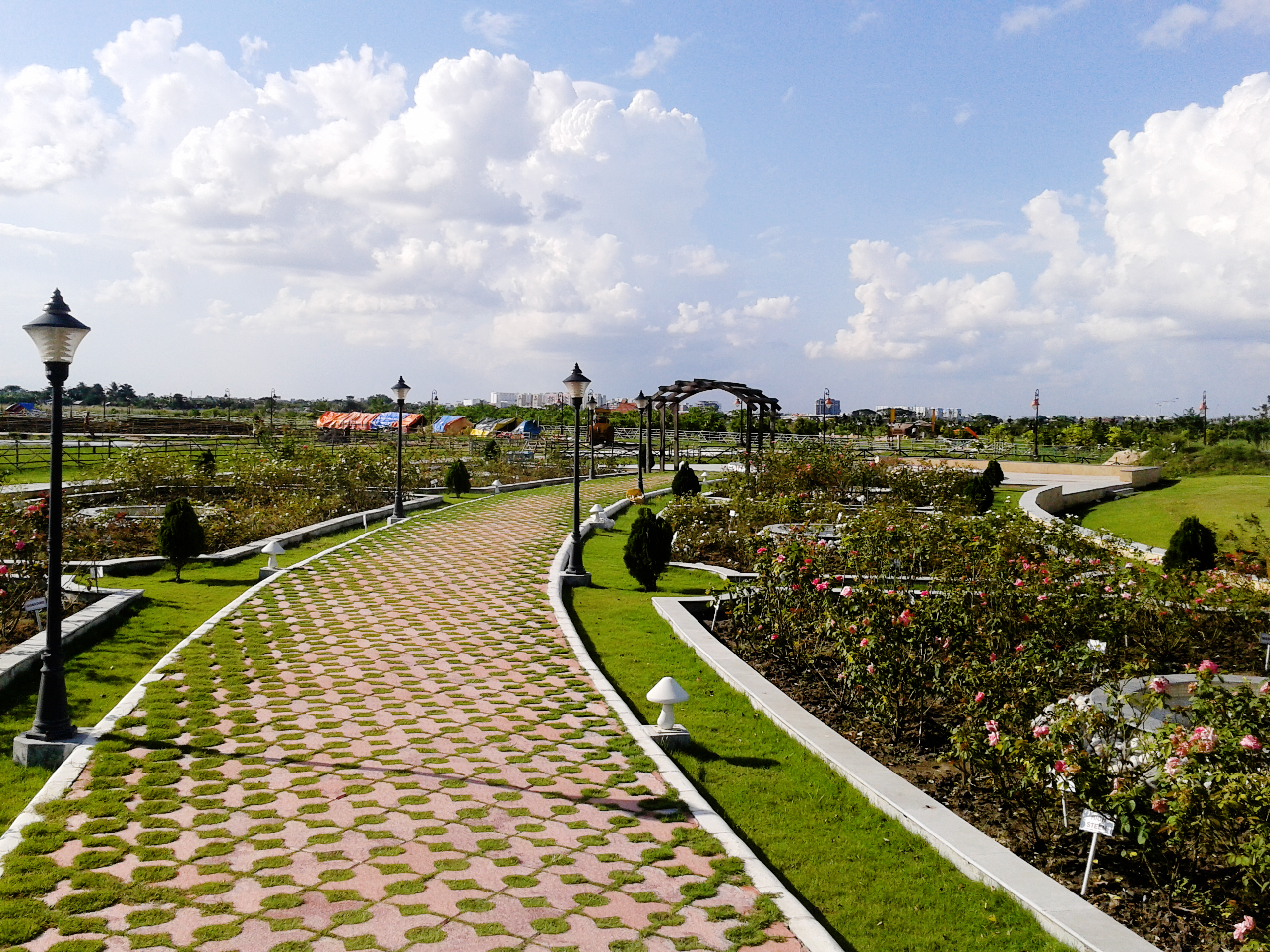 Walkway through the Rose Garden at the New Town Eco Park (Bengali ...