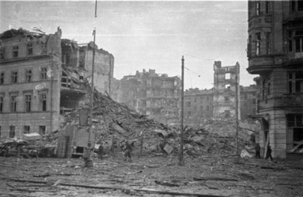 http://upload.wikimedia.org/wikipedia/commons/e/e0/Warsaw_Uprising_by_Ba%C5%82uk_-_26068.jpg