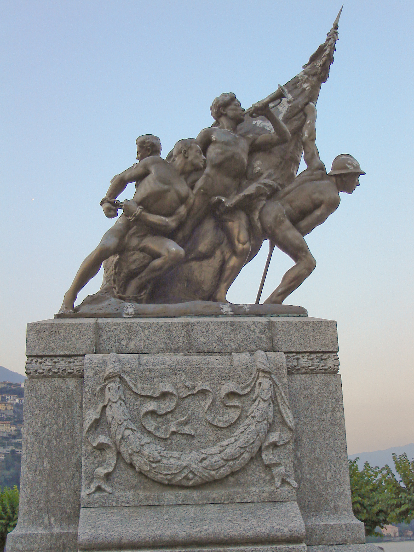 FileWorld War 1 Memorial In Cernobbio Left