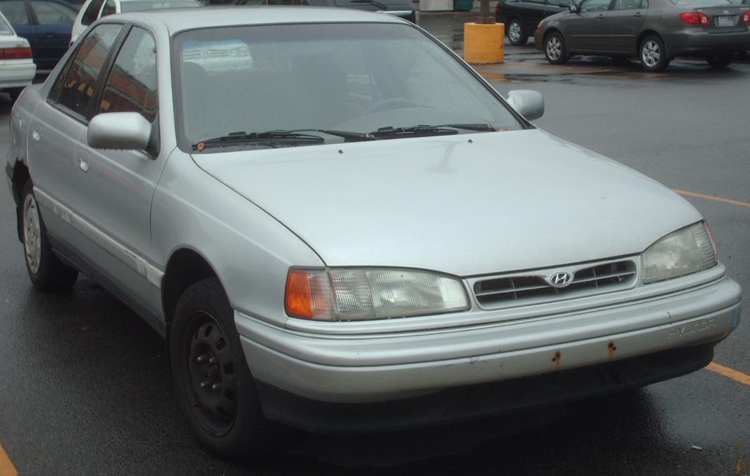 File:'93 Hyundai Elantra.jpg - Wikimedia Commons