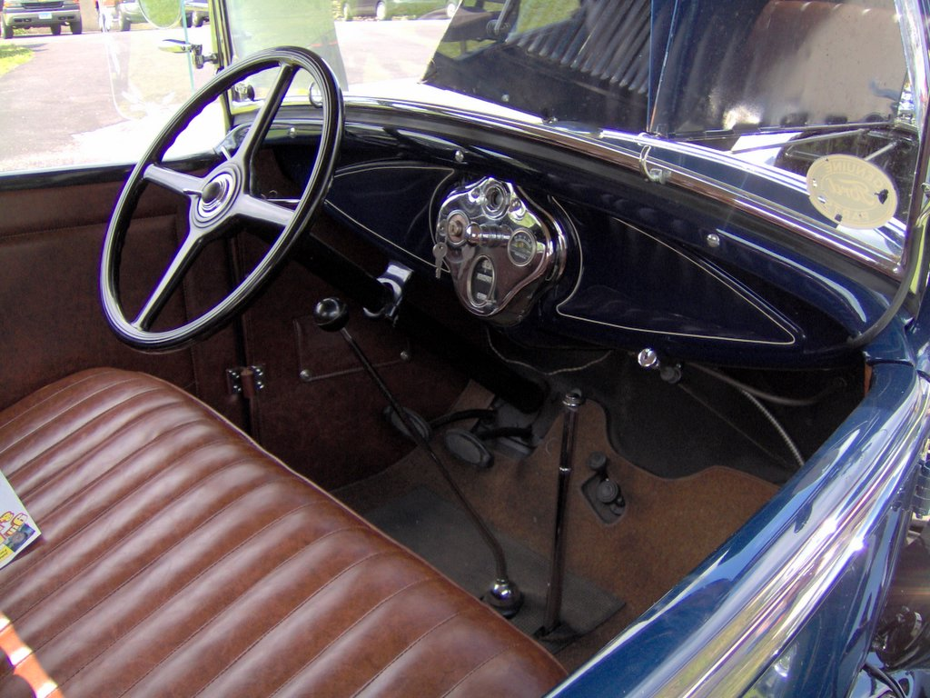 File 1931 Ford Model A Roadster Interior Jpg Wikimedia