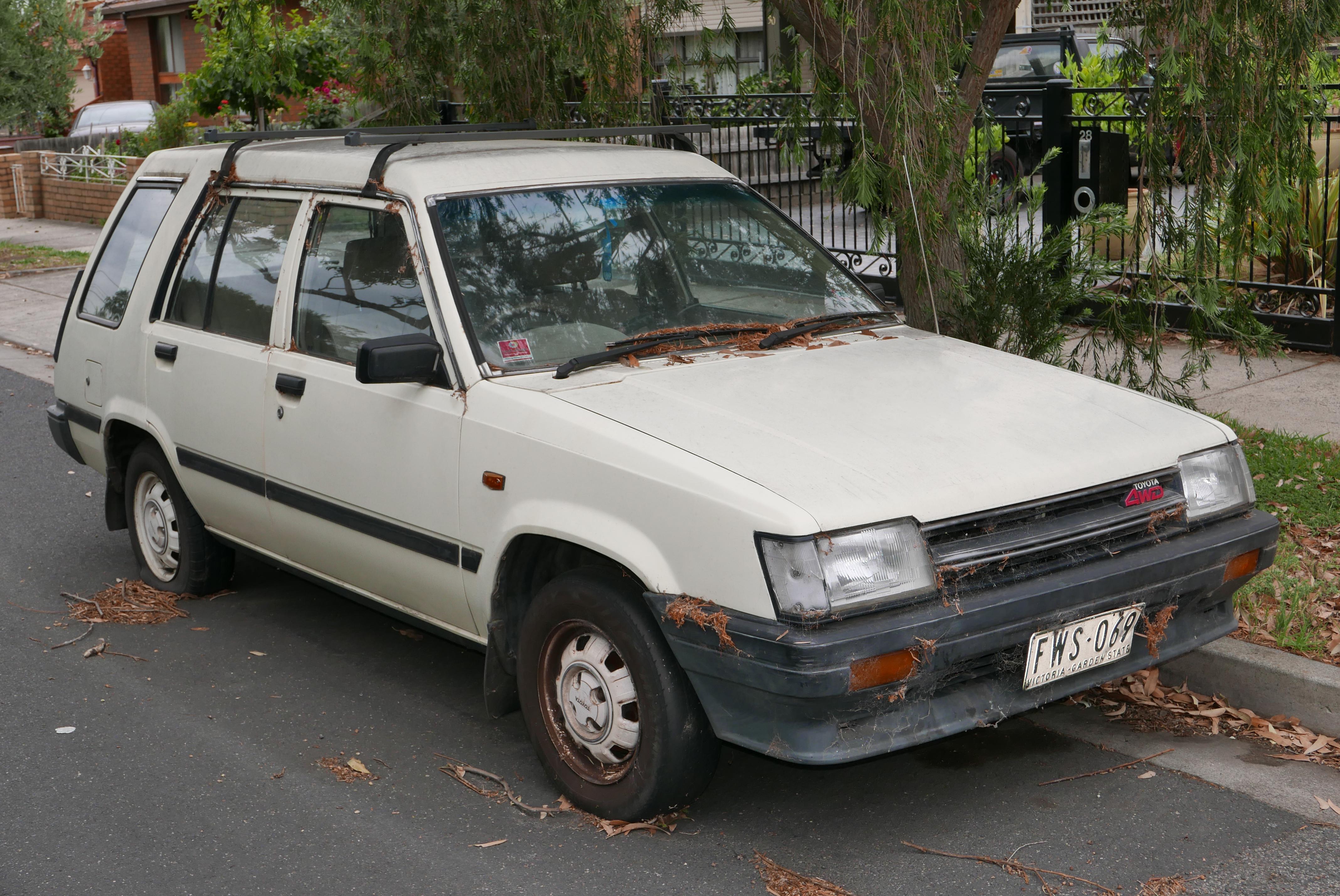 1986_Toyota_Tercel_(AL25R)_Deluxe_statio