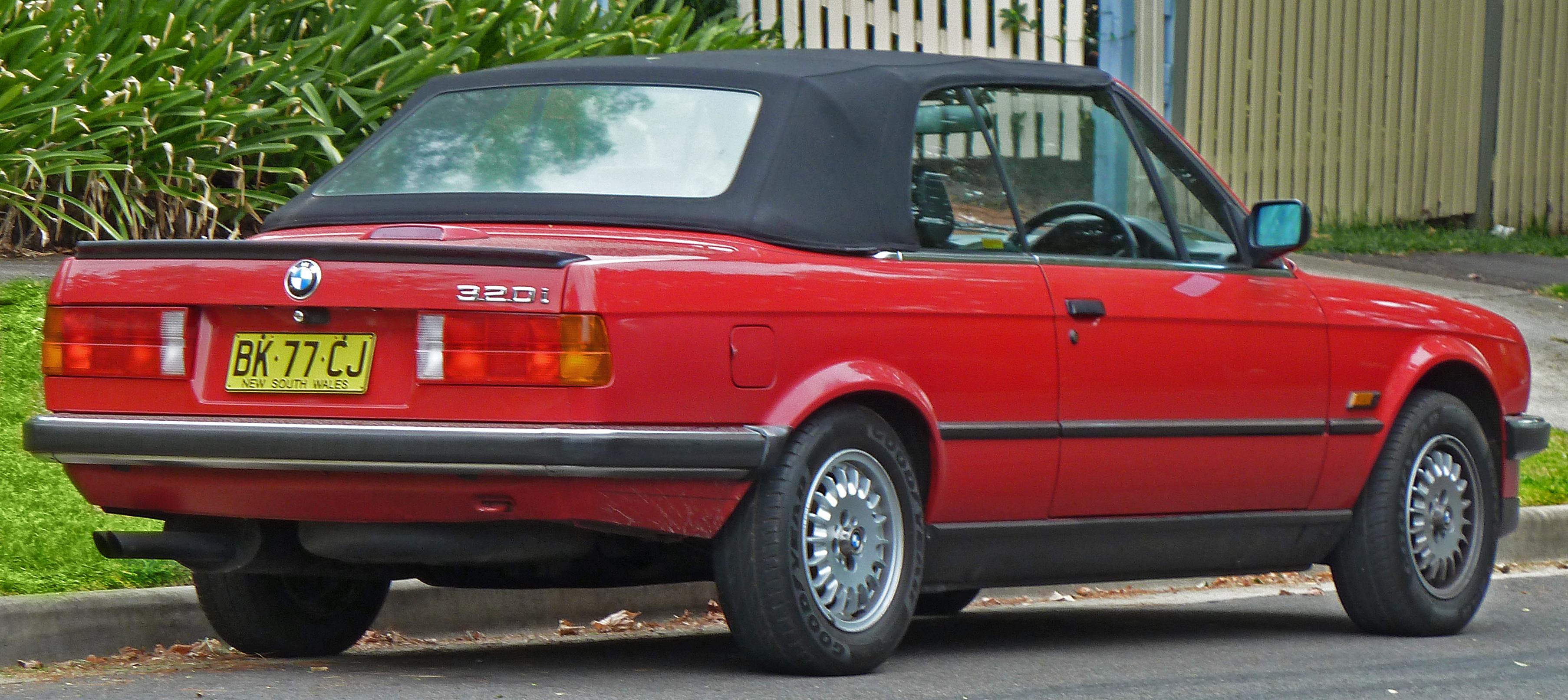 File 1988 1990 Bmw 320i E30 Convertible 2011 03 10 Jpg Wikimedia Commons
