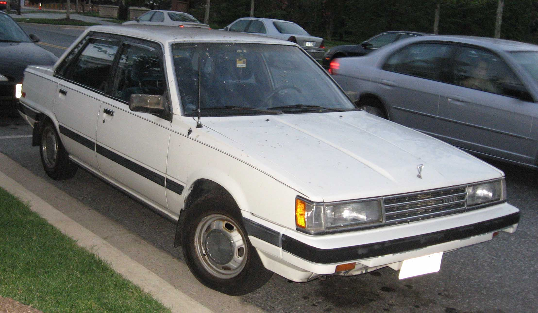 Toyota Camry 1983 #11