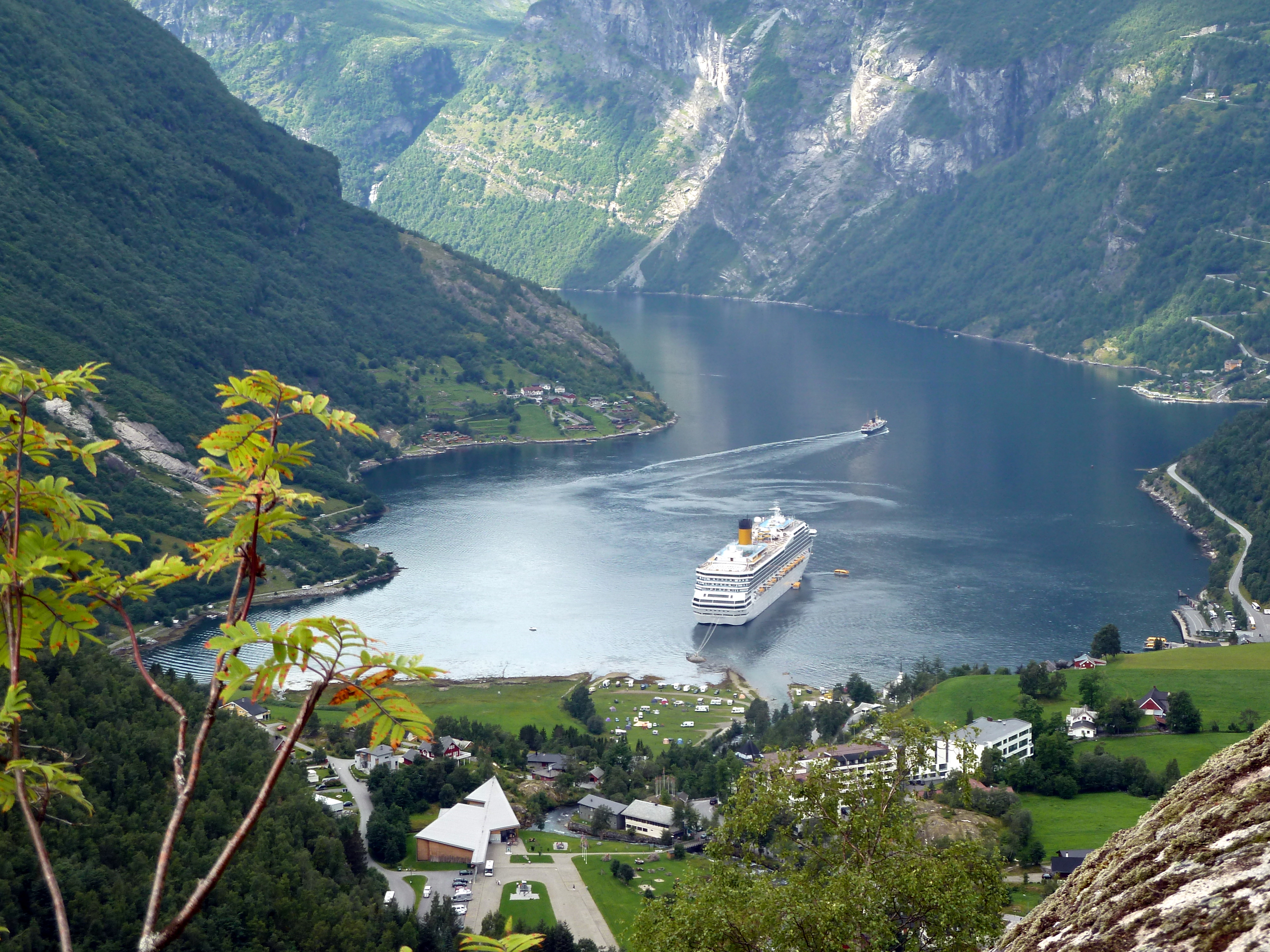 File 2010 08 05 geiranger costa magica im engen fjord for Costa magica wikipedia