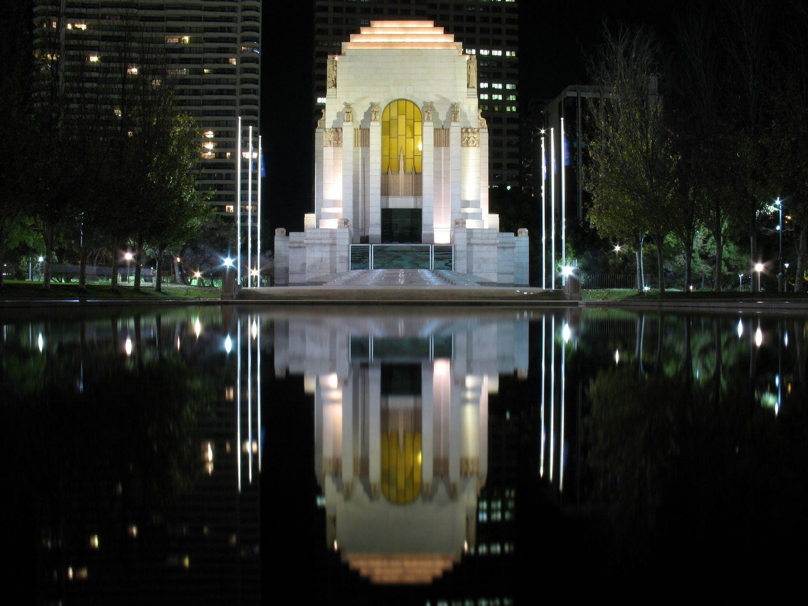 http://upload.wikimedia.org/wikipedia/commons/e/e1/ANZAC_Memorial_Sydney_Australia_-_June_2007.jpg