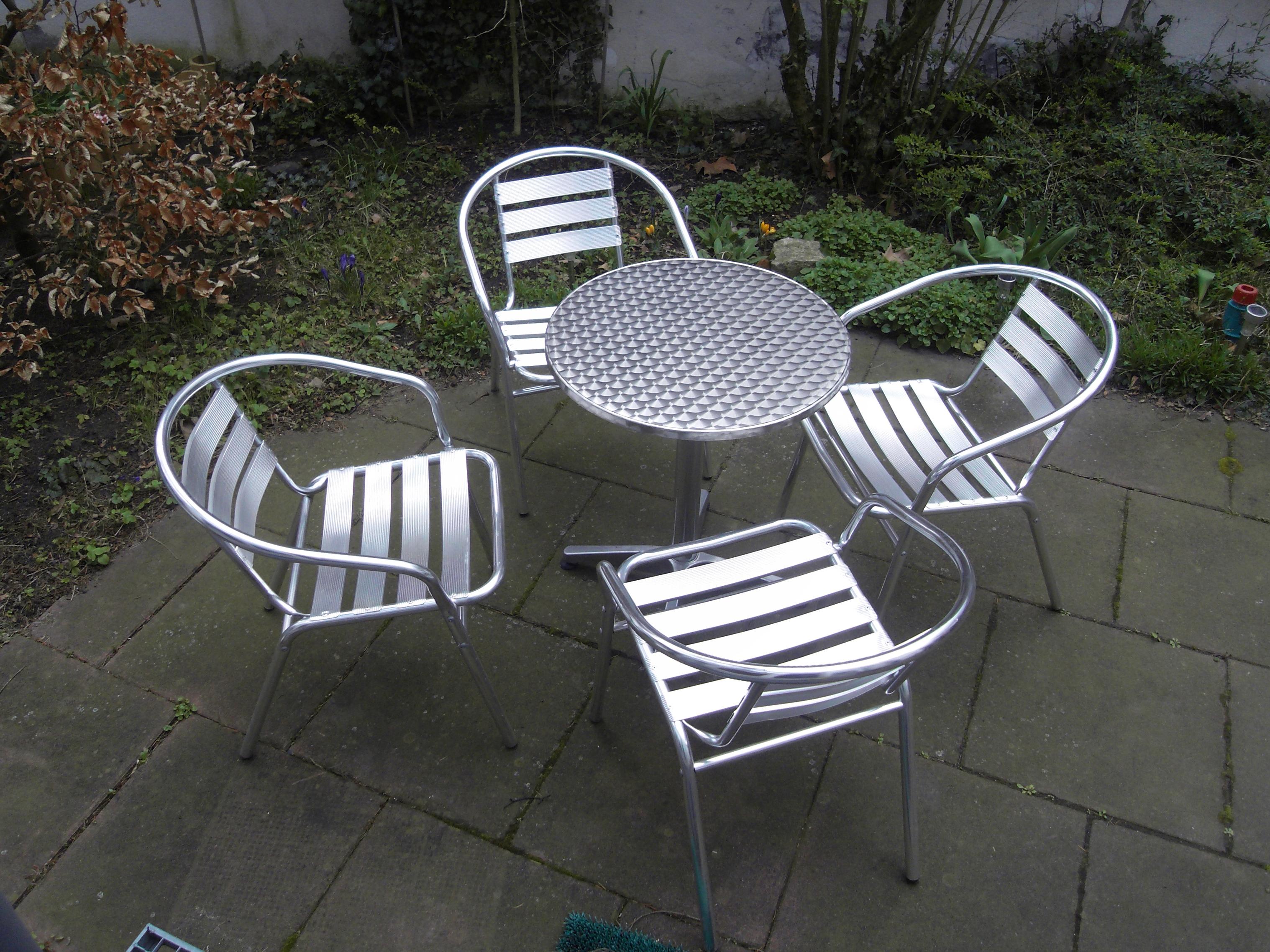 File Aluminium Tische Und Stuehle Wikimedia Mons