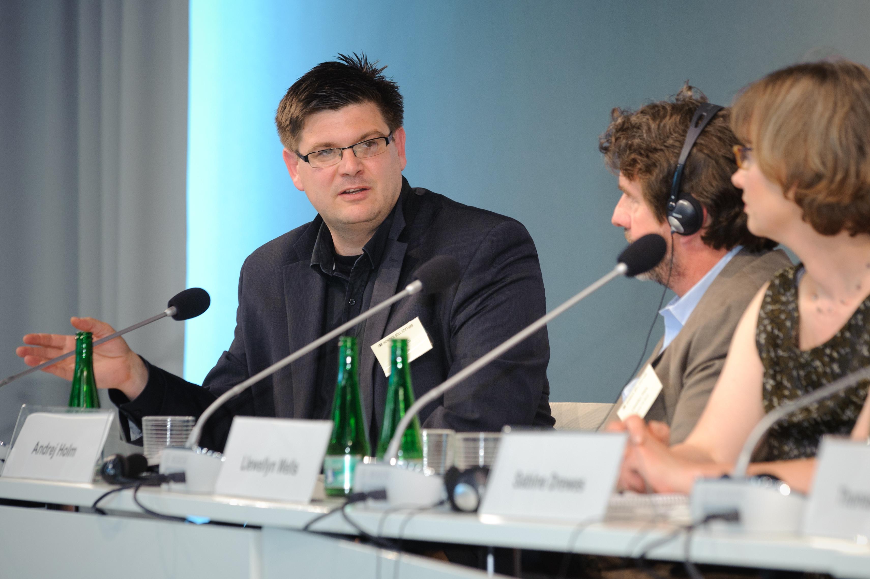 https://upload.wikimedia.org/wikipedia/commons/e/e1/Andrej_Holm_2.jpg