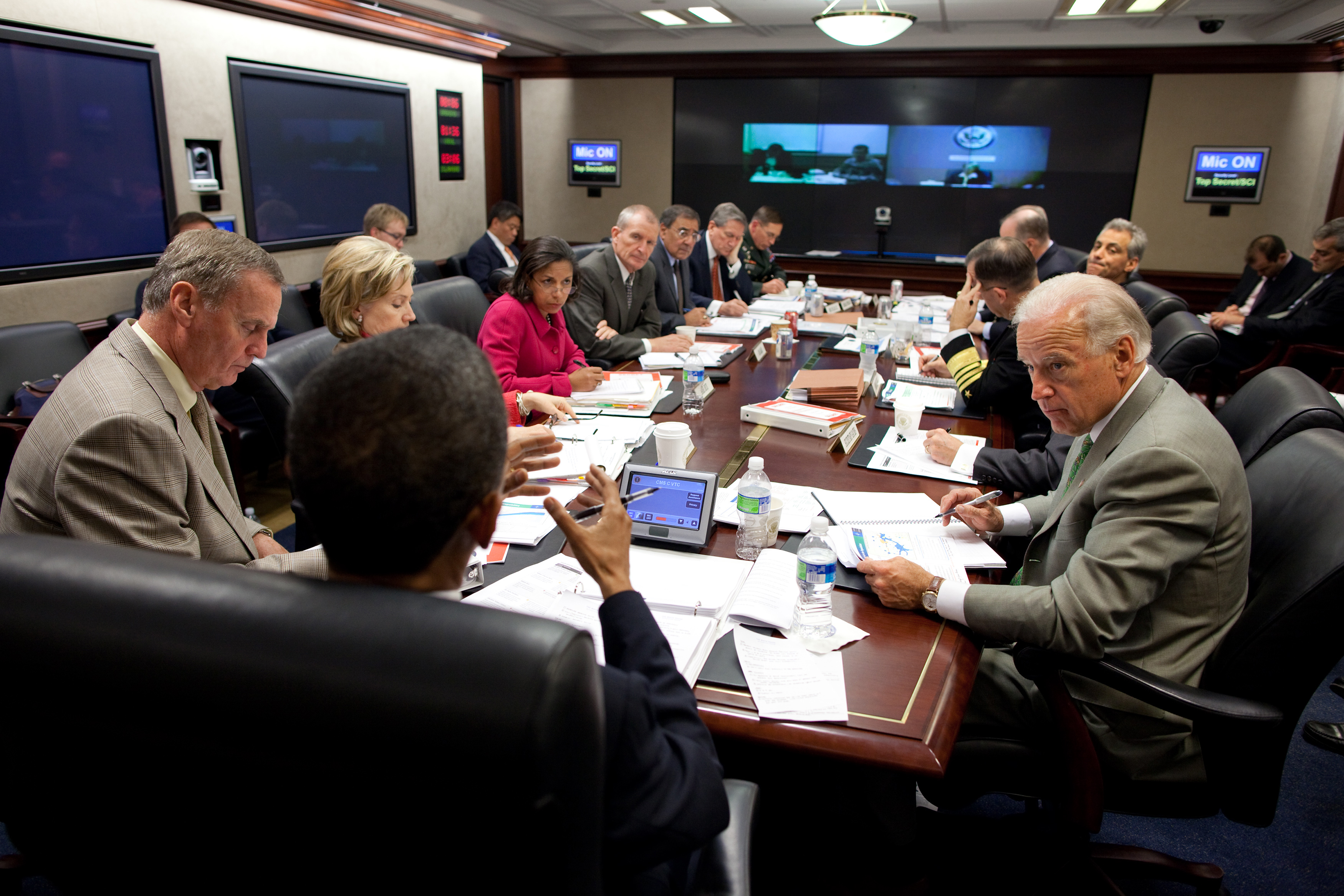 Obama And Cabinet Filebarack Obama Attends A Briefing On Afghanistan In The
