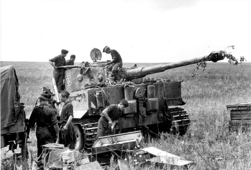 Bundesarchiv Bild 101I-022-2948-23, Russland, Panzer VI (Tiger I), Munition.jpg