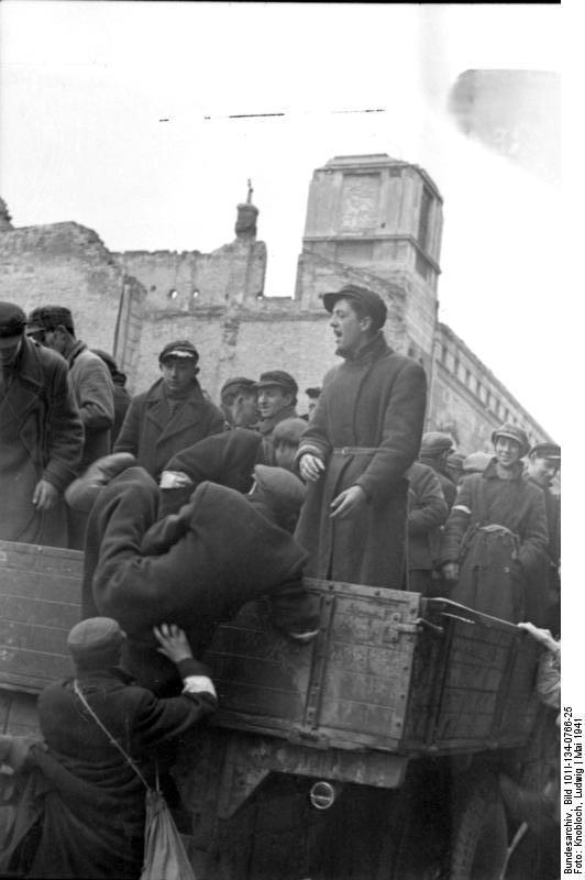 http://upload.wikimedia.org/wikipedia/commons/e/e1/Bundesarchiv_Bild_101I-134-0766-25%2C_Polen%2C_Ghetto_Warschau%2C_Juden_auf_LKW.jpg