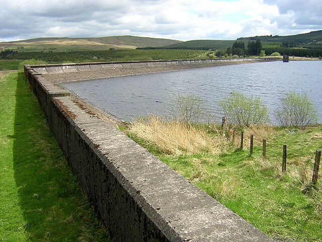 Carron Valley Reservoir Western Dam - geograph.org.uk - 171388