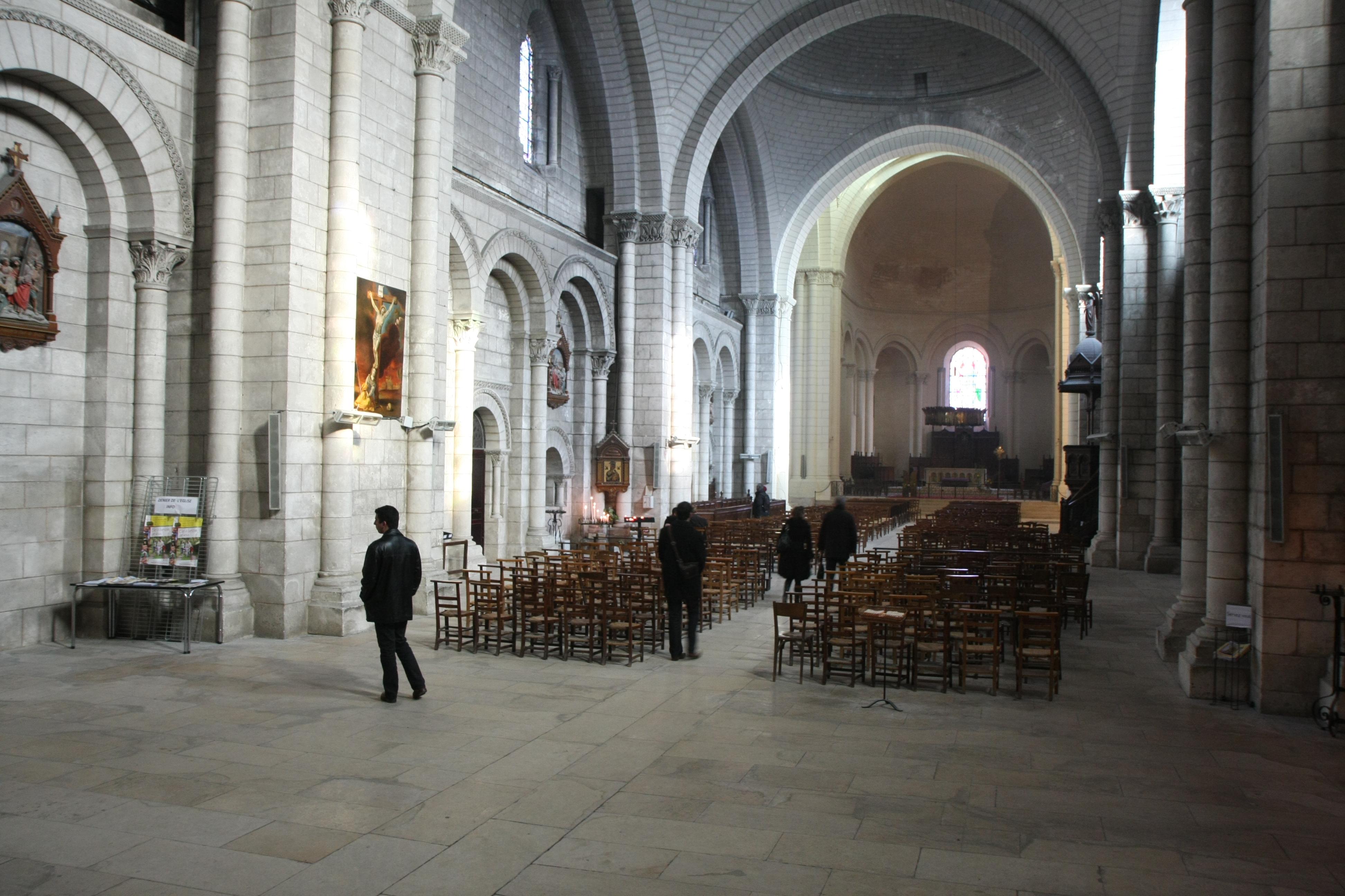File:Cathédrale St Pierre Du0027Angoulême ...