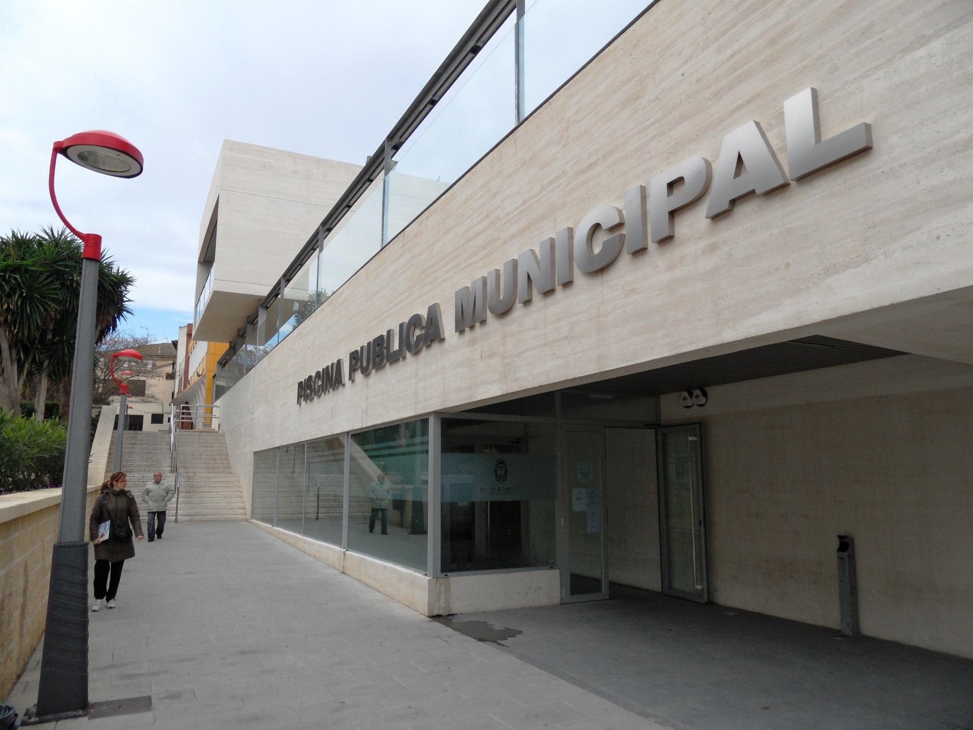 File caudete piscina p blica municipal jpg wikimedia for Piscina municipal mataro