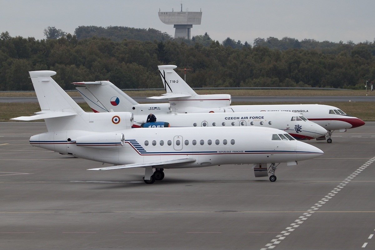 file dassault falcon 900 france air force f rafq lux luxembourg
