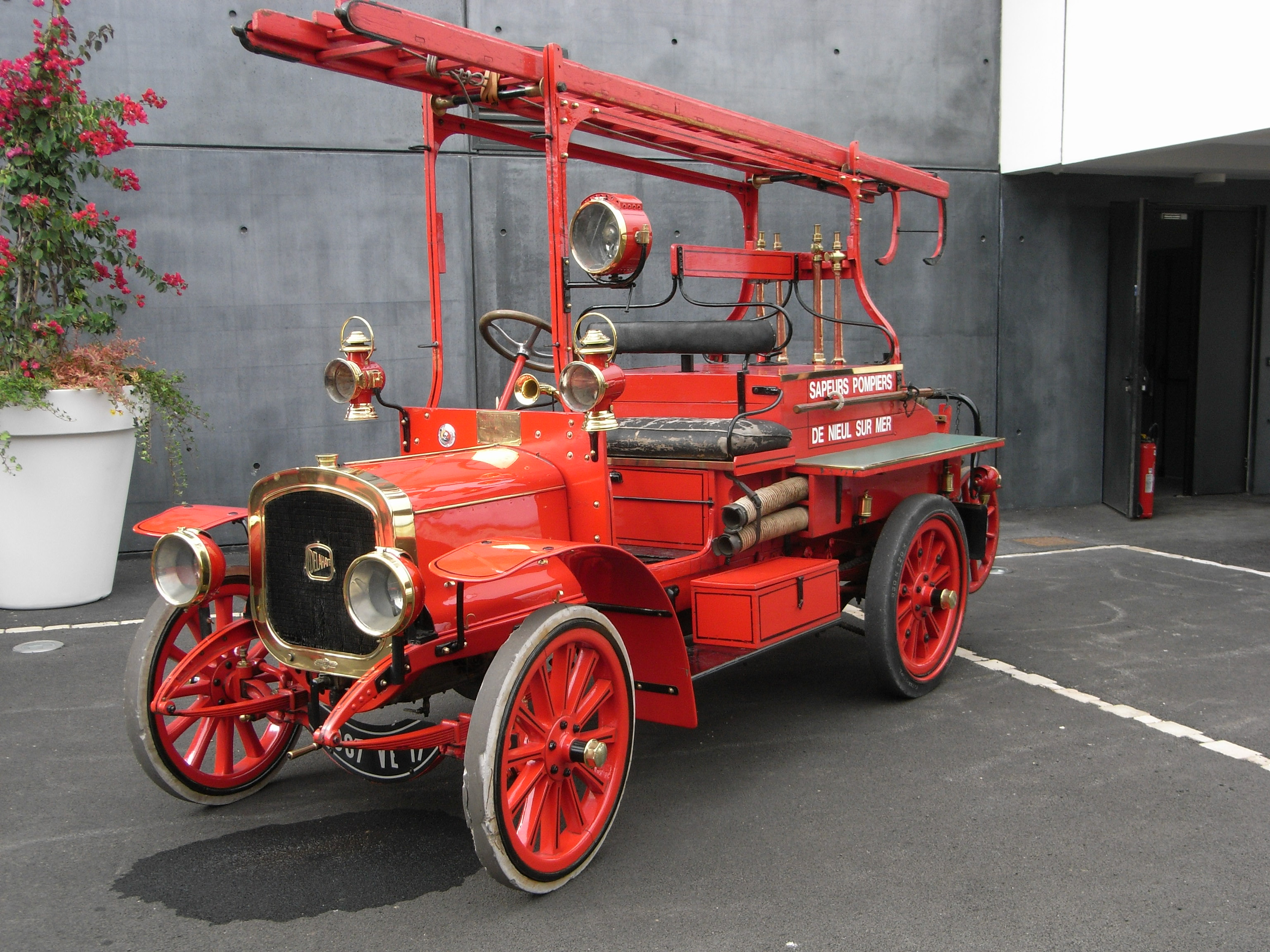 заказ картинка старинных пожарных машин два года взрослой