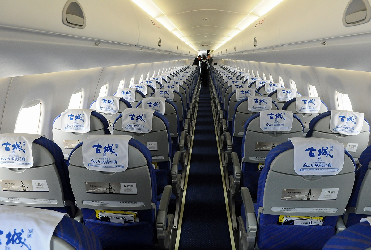 File embraer 190 100lr china southern airlines jp7321015 - China southern airlines hong kong office ...