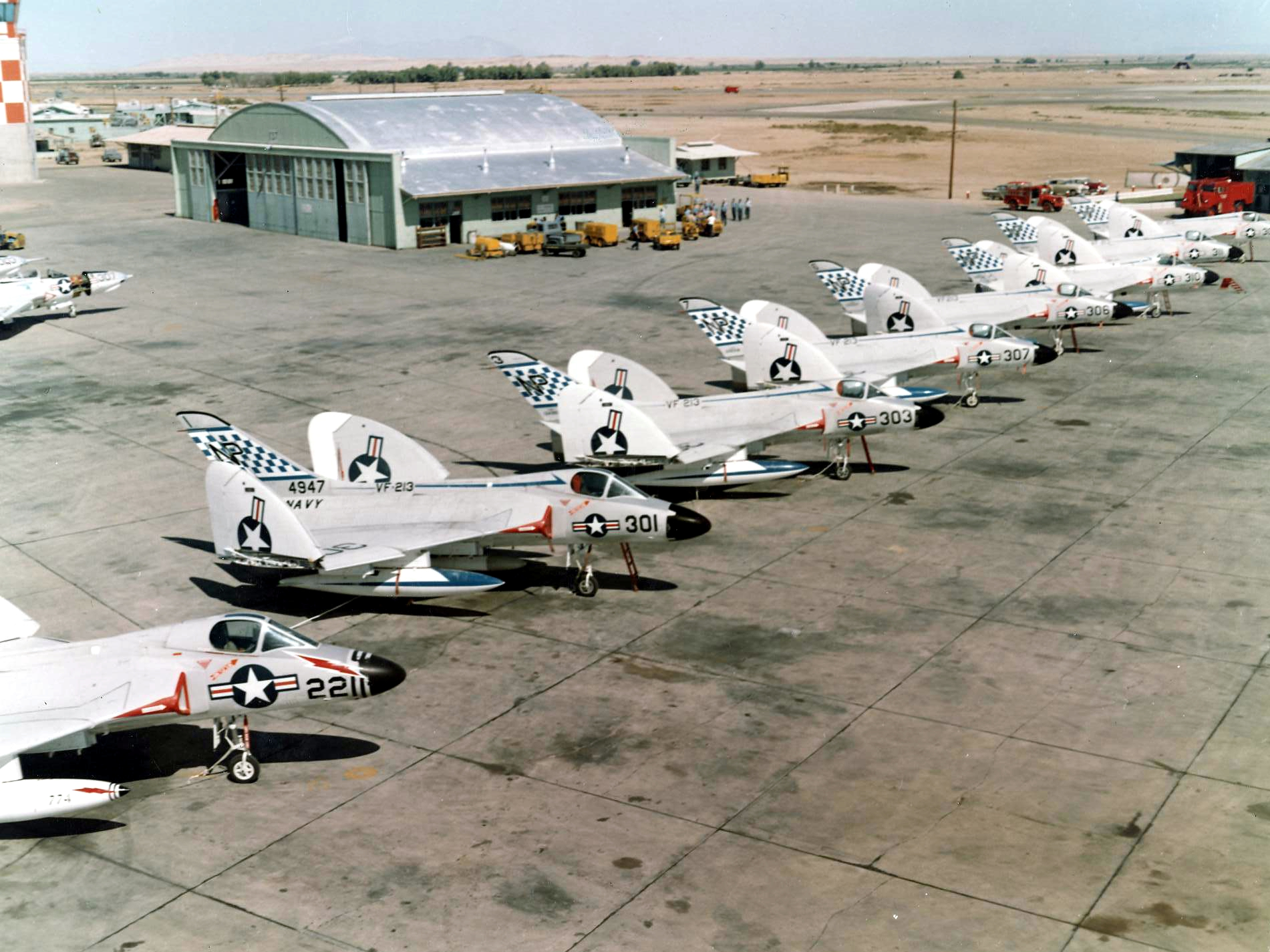File:F4D-1 Skyrays of VF-213 parked c1958.jpg - Wikimedia ...