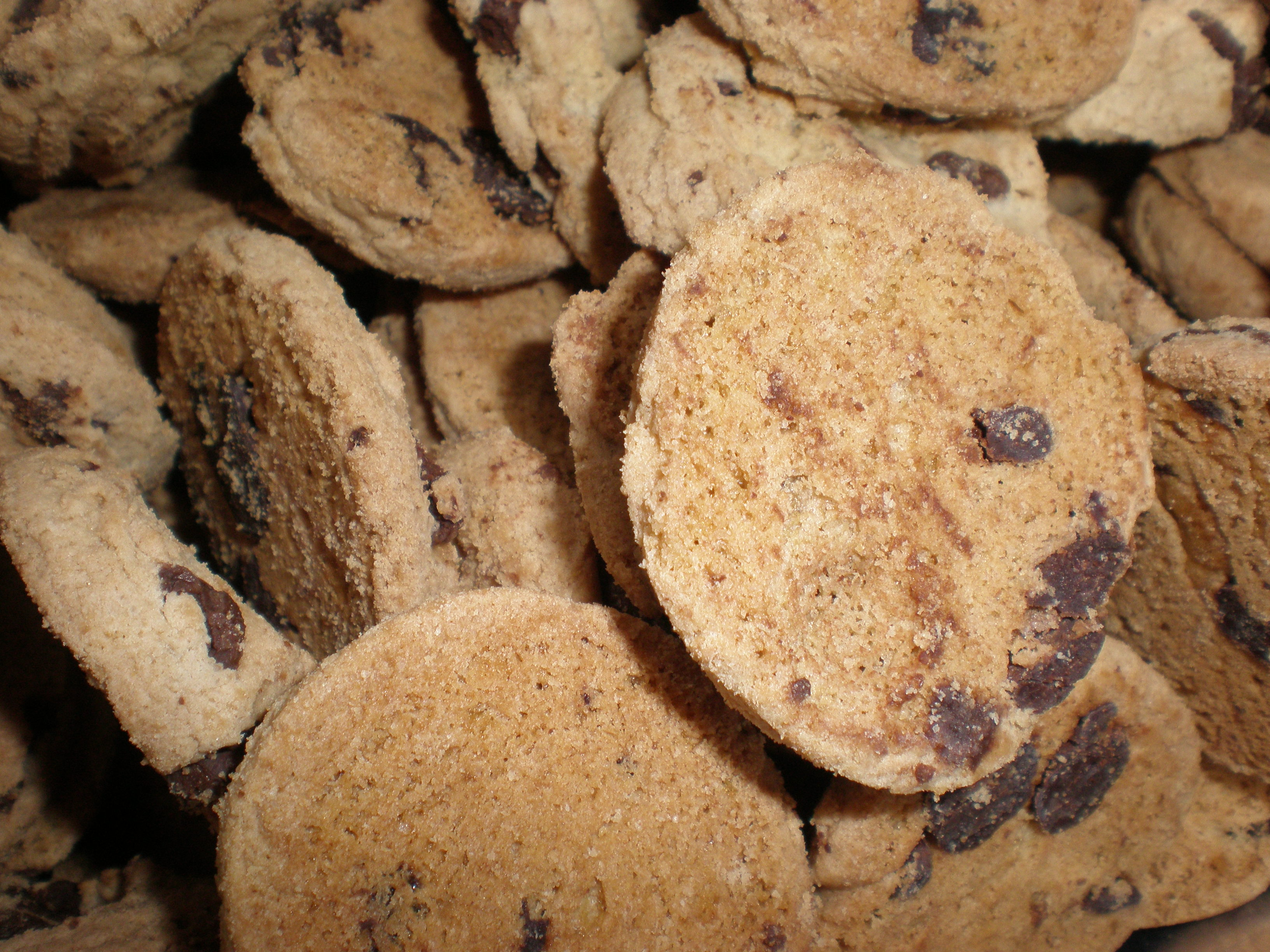 File:Famous Amos chocolate chip cookies.JPG - Wikipedia, the free ...