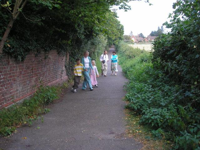 Footpath, Godstone, Surrey - geograph.org.uk - 578747
