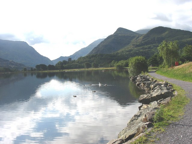 Footpath along the western shore of Llyn Padarn - geograph.org.uk - 881314