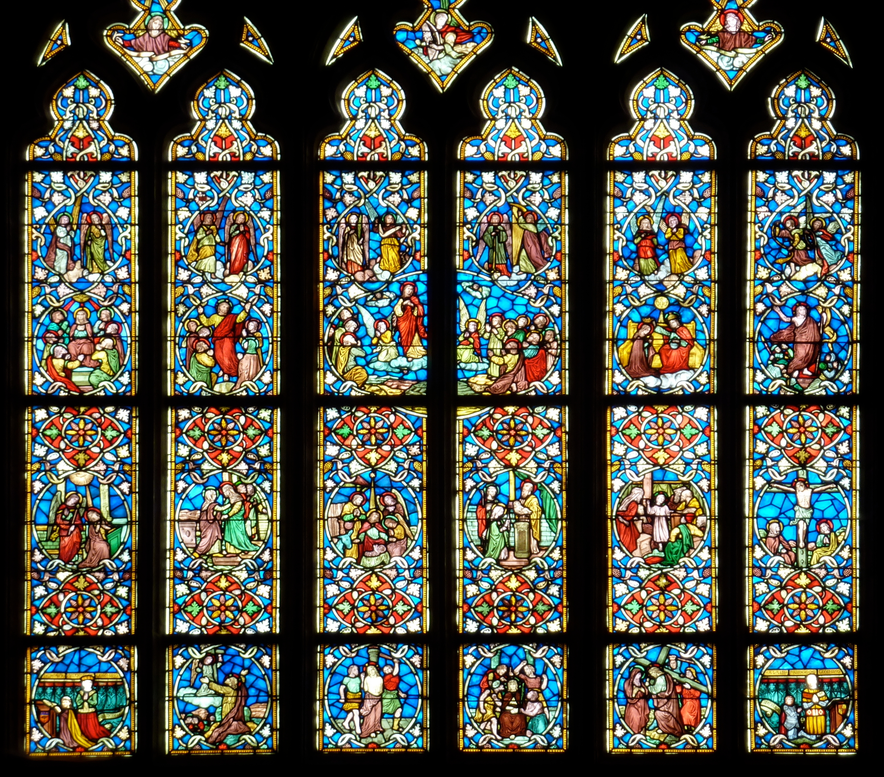 File fr josselin basilique chancel stained glass window for Stained glass window film