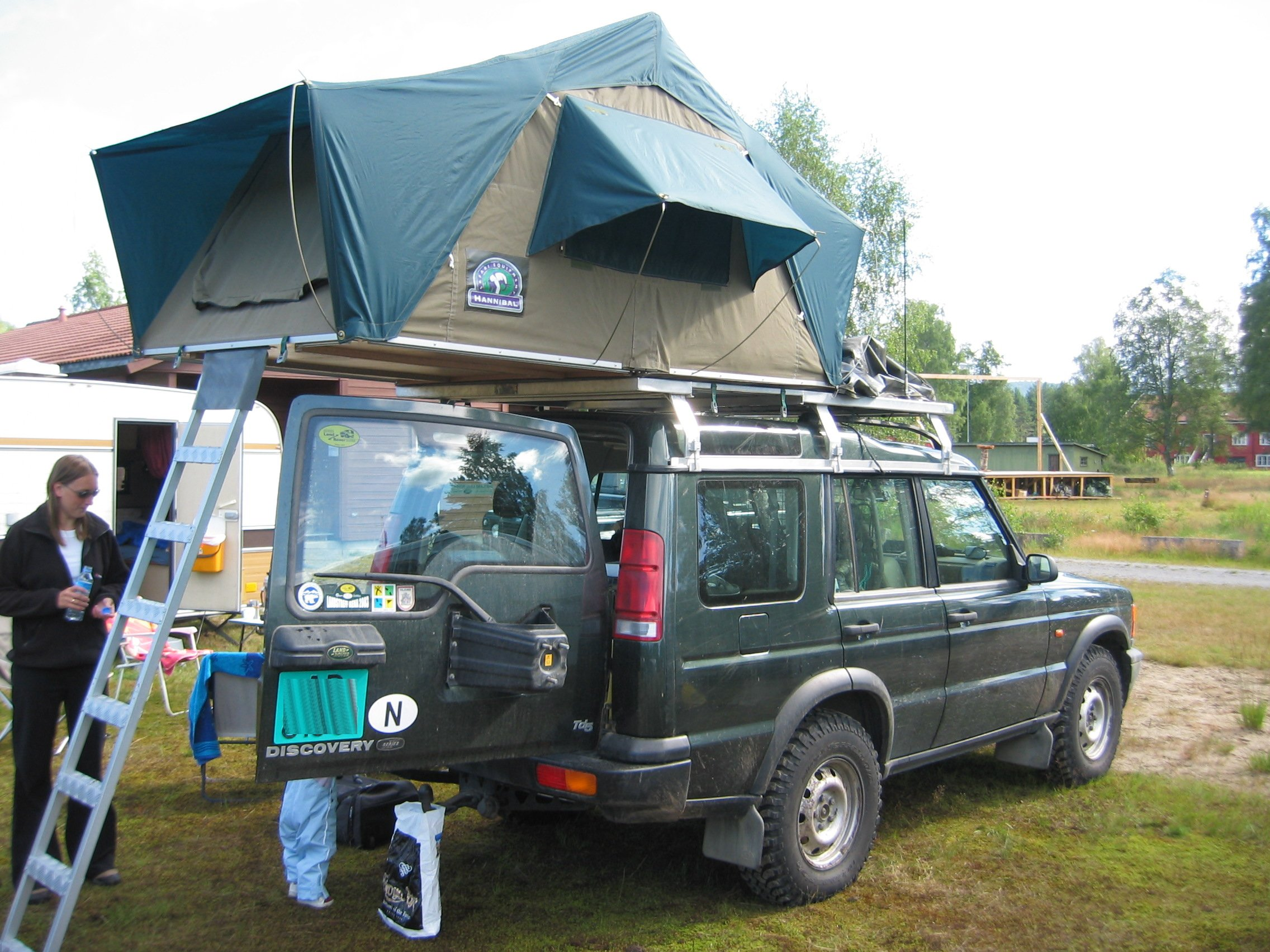 Land Rover Discovery 1 Expedition >> File:Hannibal roof tent.jpg - Wikimedia Commons