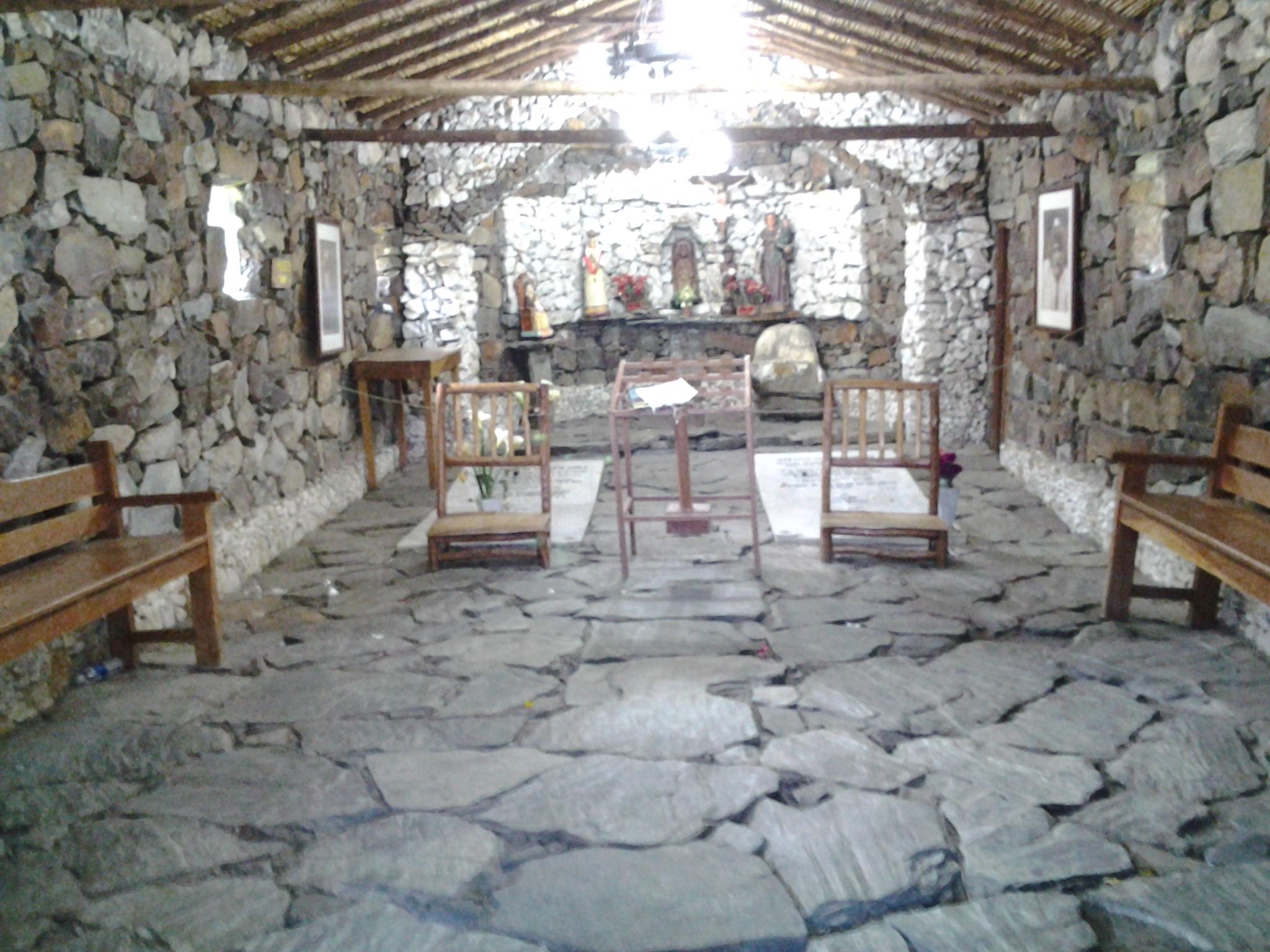 File interior de la iglesia de piedra m for Piedra interior