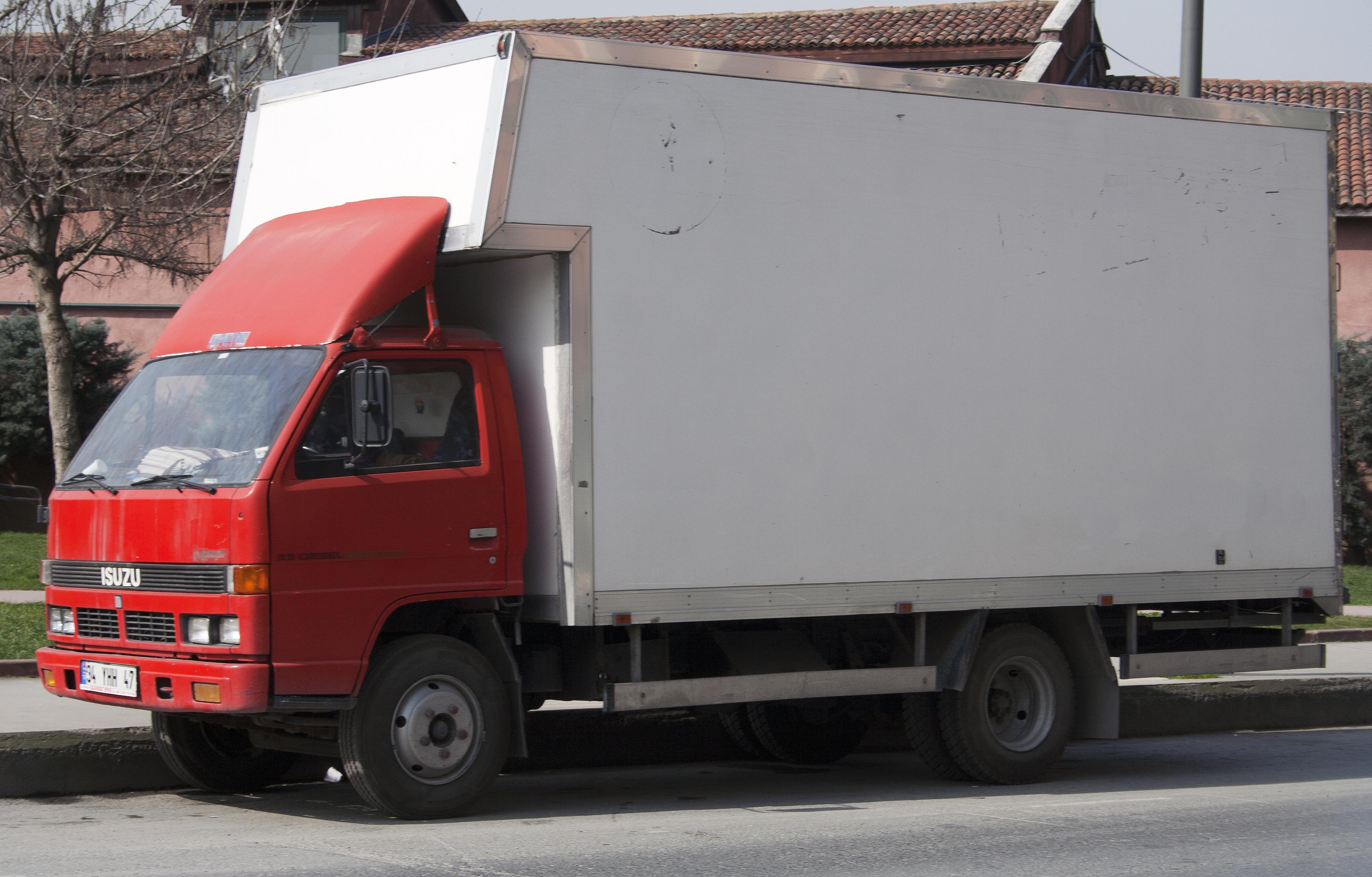 File:Isuzu NPR Box Truck In Red (TR)
