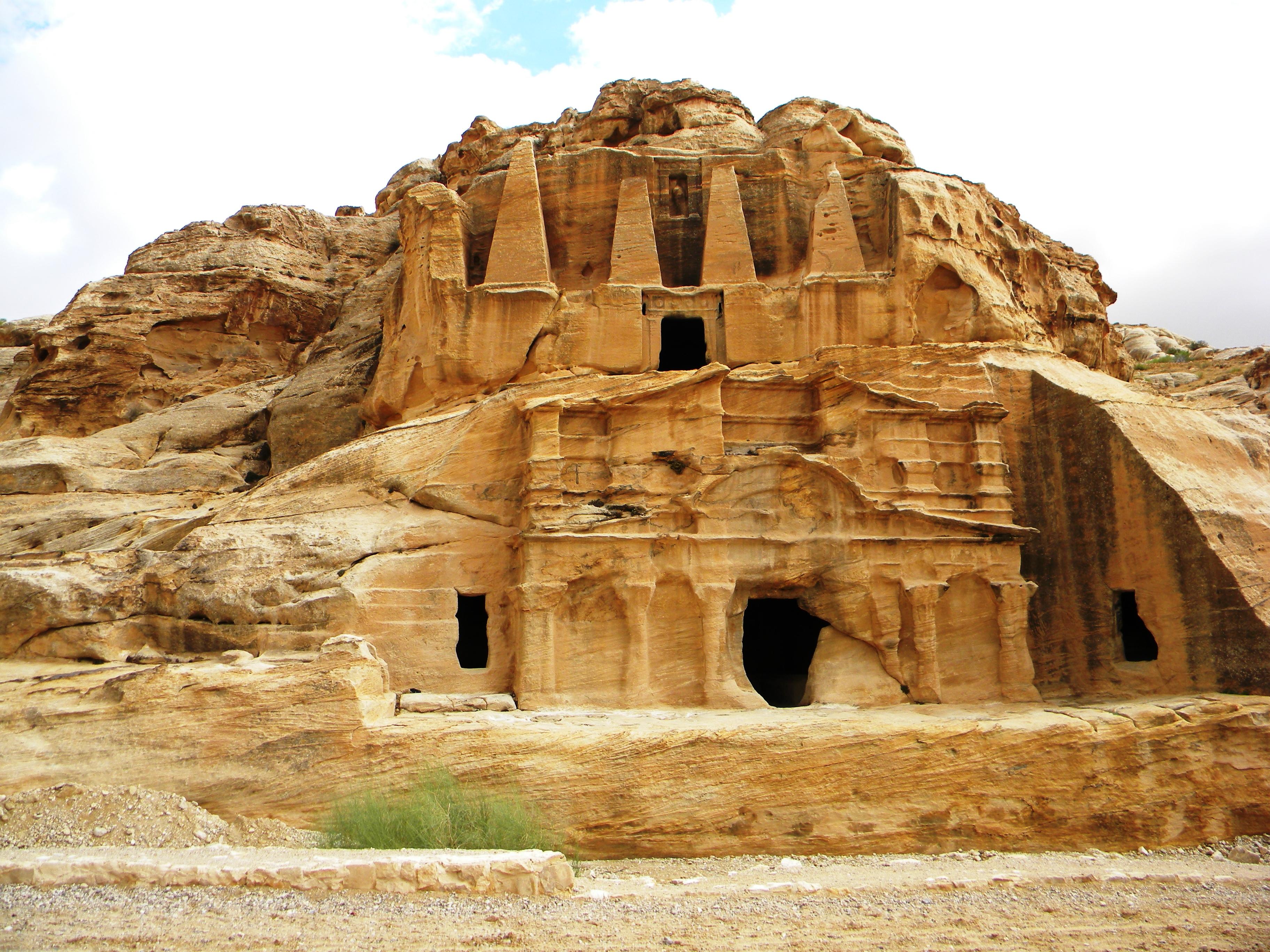 File:Jordan, Petra. The Obelisk Tomb and the Bab es-Siq Triclinium.jpg -  Wikimedia Commons