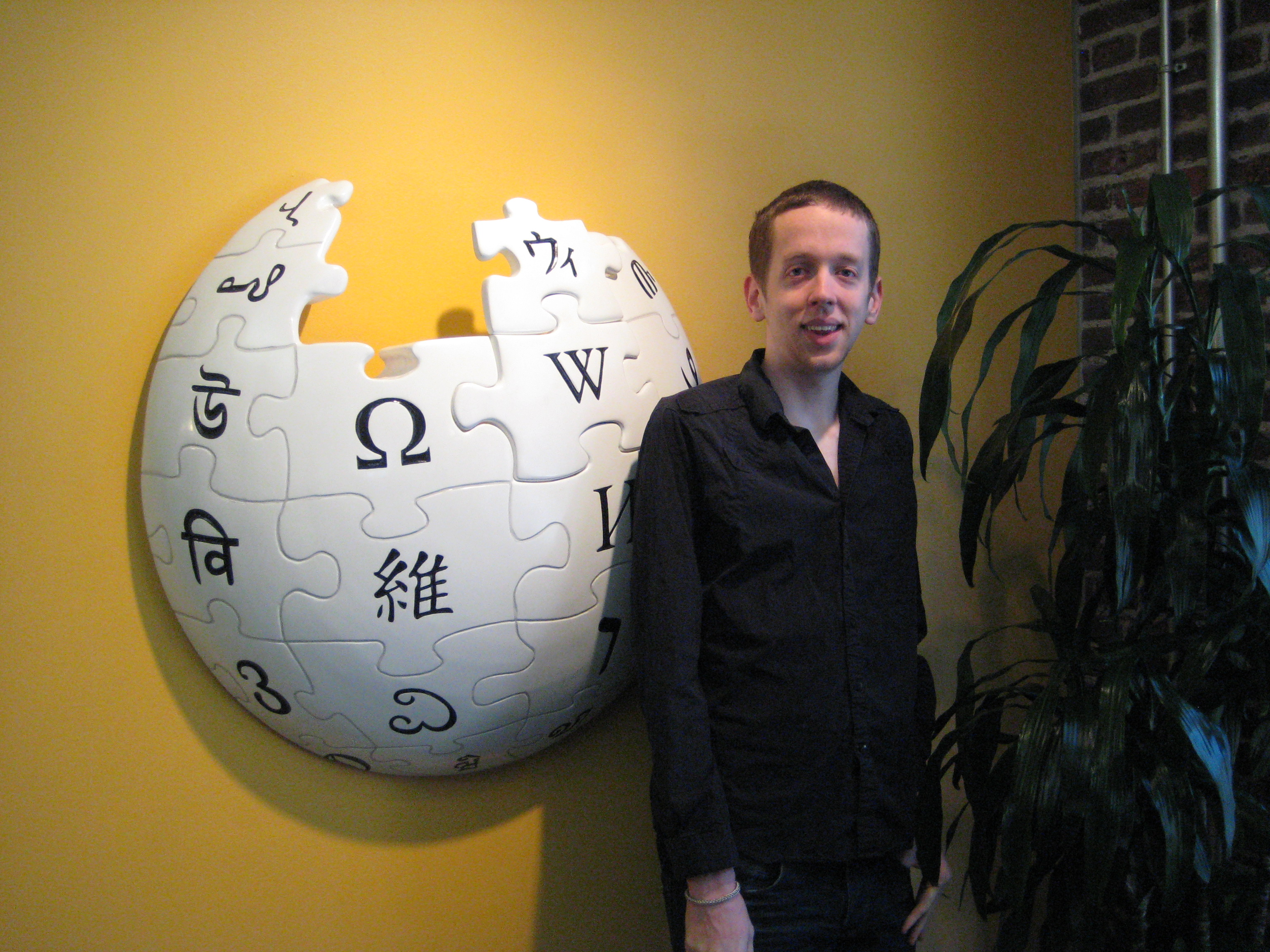 Кевин Горман у канцеларији Викимедијине задужбине.