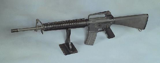シンガポール国際空港では自動小銃を武装した兵士が警備していま Yahoo 知恵袋